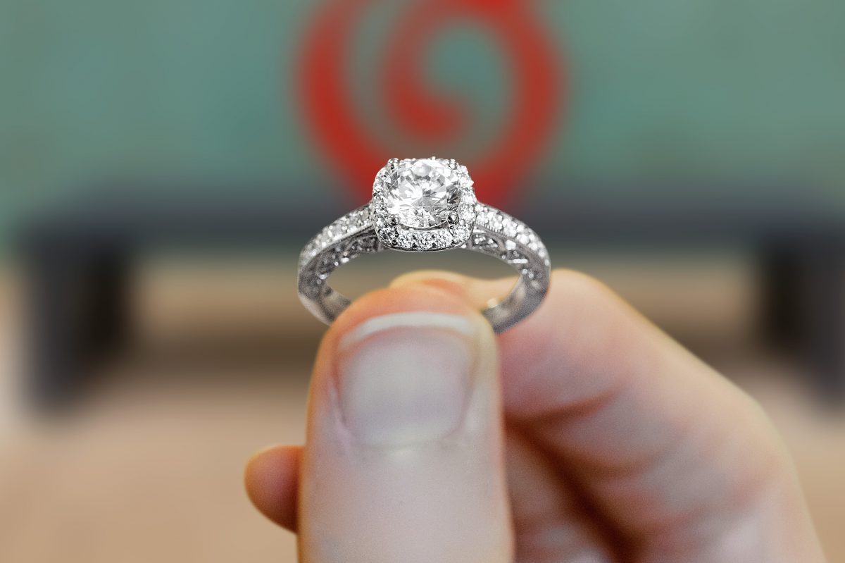 Couples who post photos on social media using the hashtag #sayitwithsafian can win this diamond ring