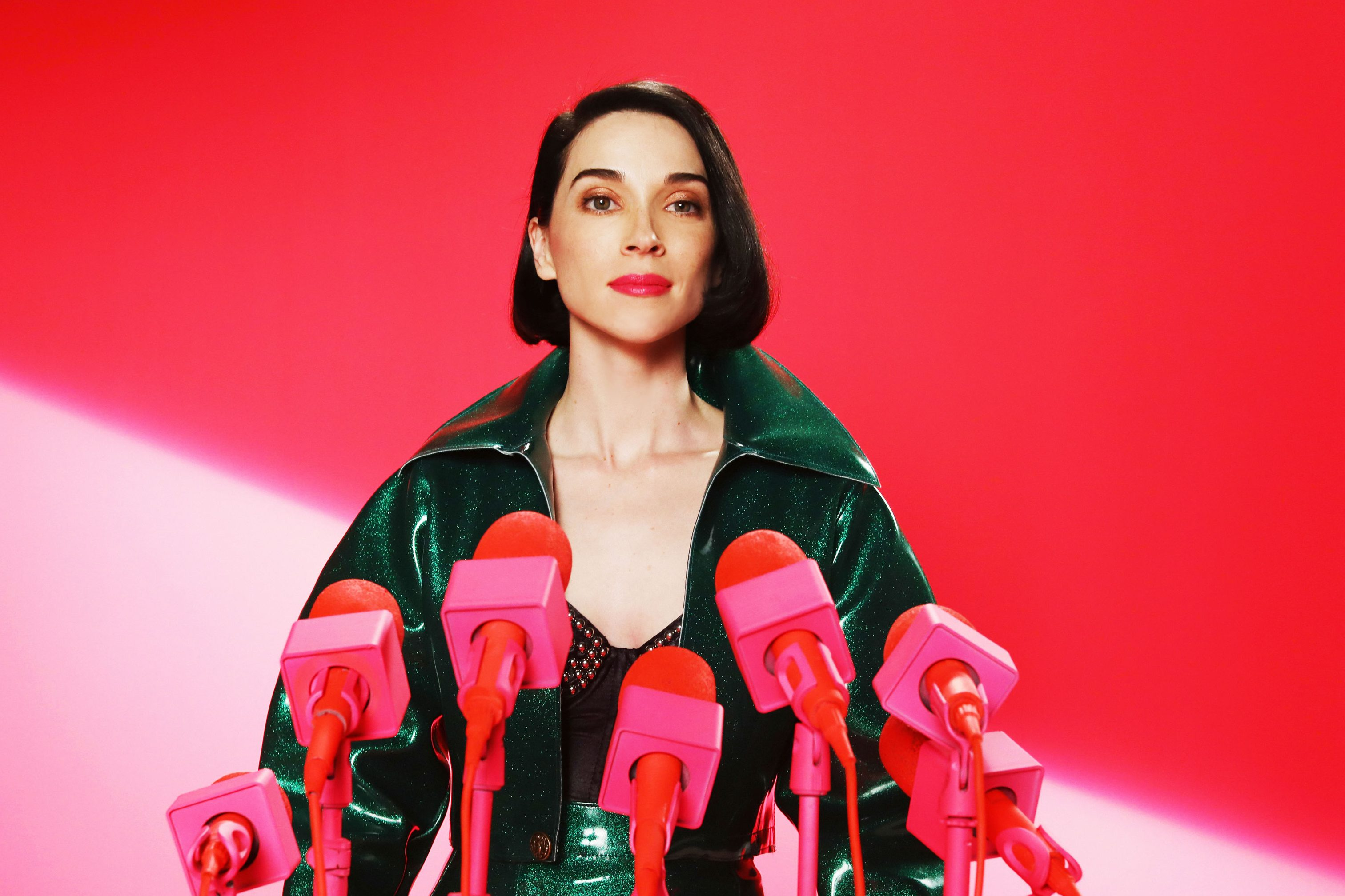 "St. Vincent´s new album is ""Masseduction."""