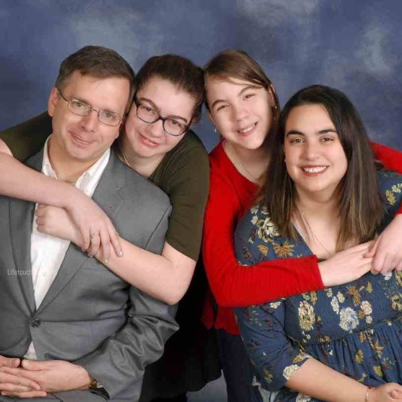 Amanda Morris with her husband and daughters, Christopher, Jade, and Hailey Bowen.