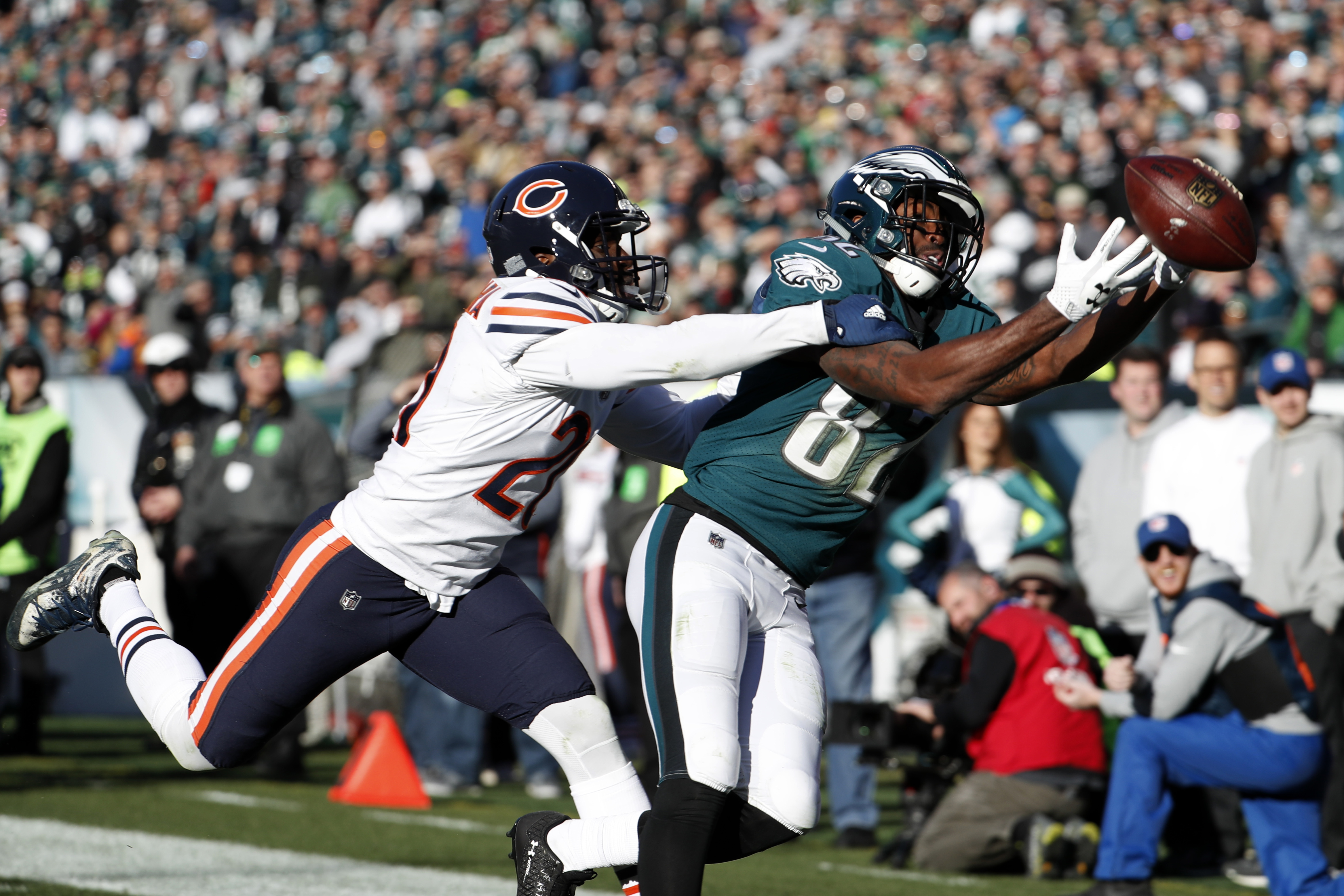 Torrey Smith cannot make this catch against the Bears. He leads the Eagles in drops.