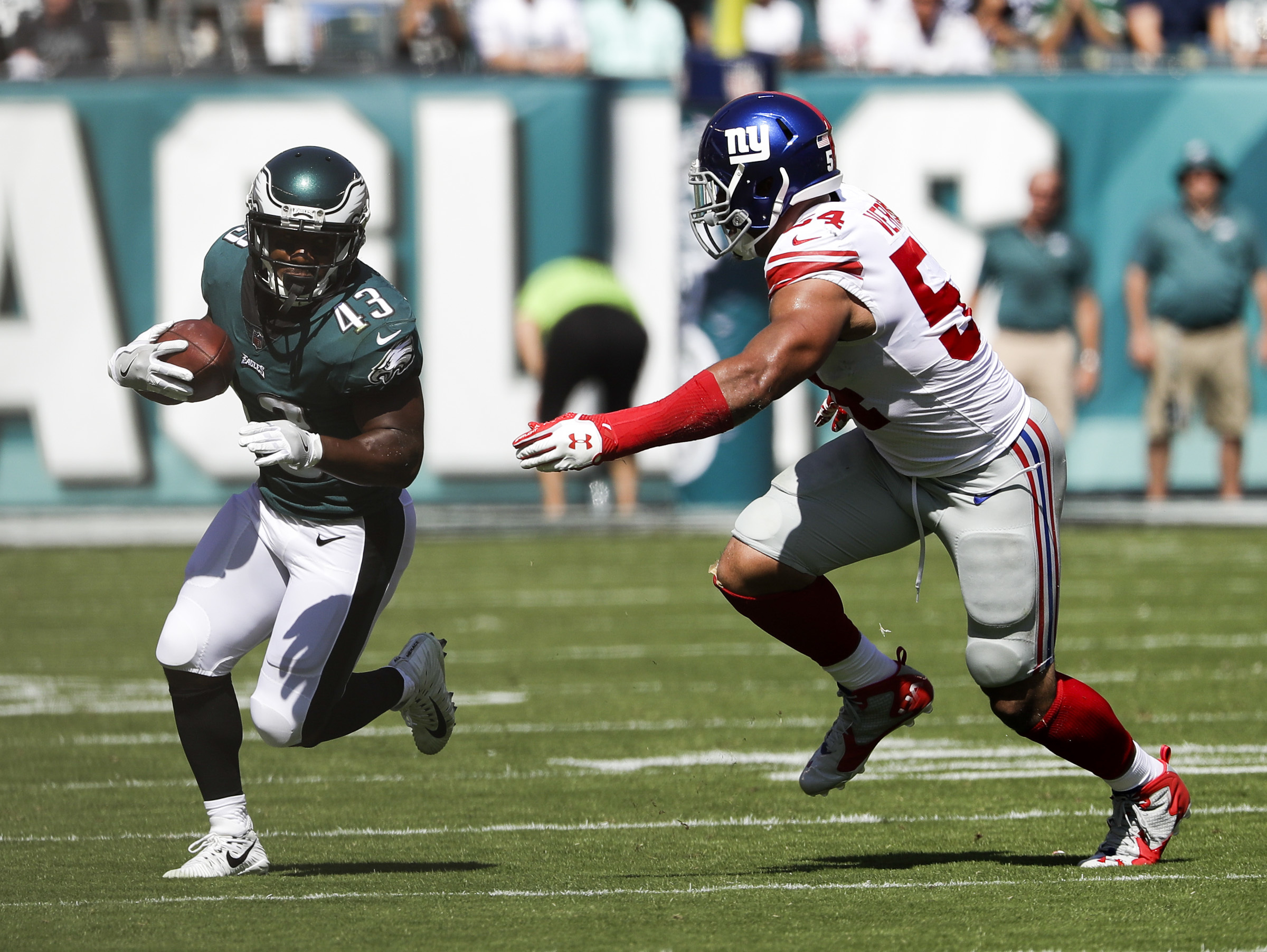 Eagles running back Darren Sproles runs Giants defensive end Olivier Vernon.