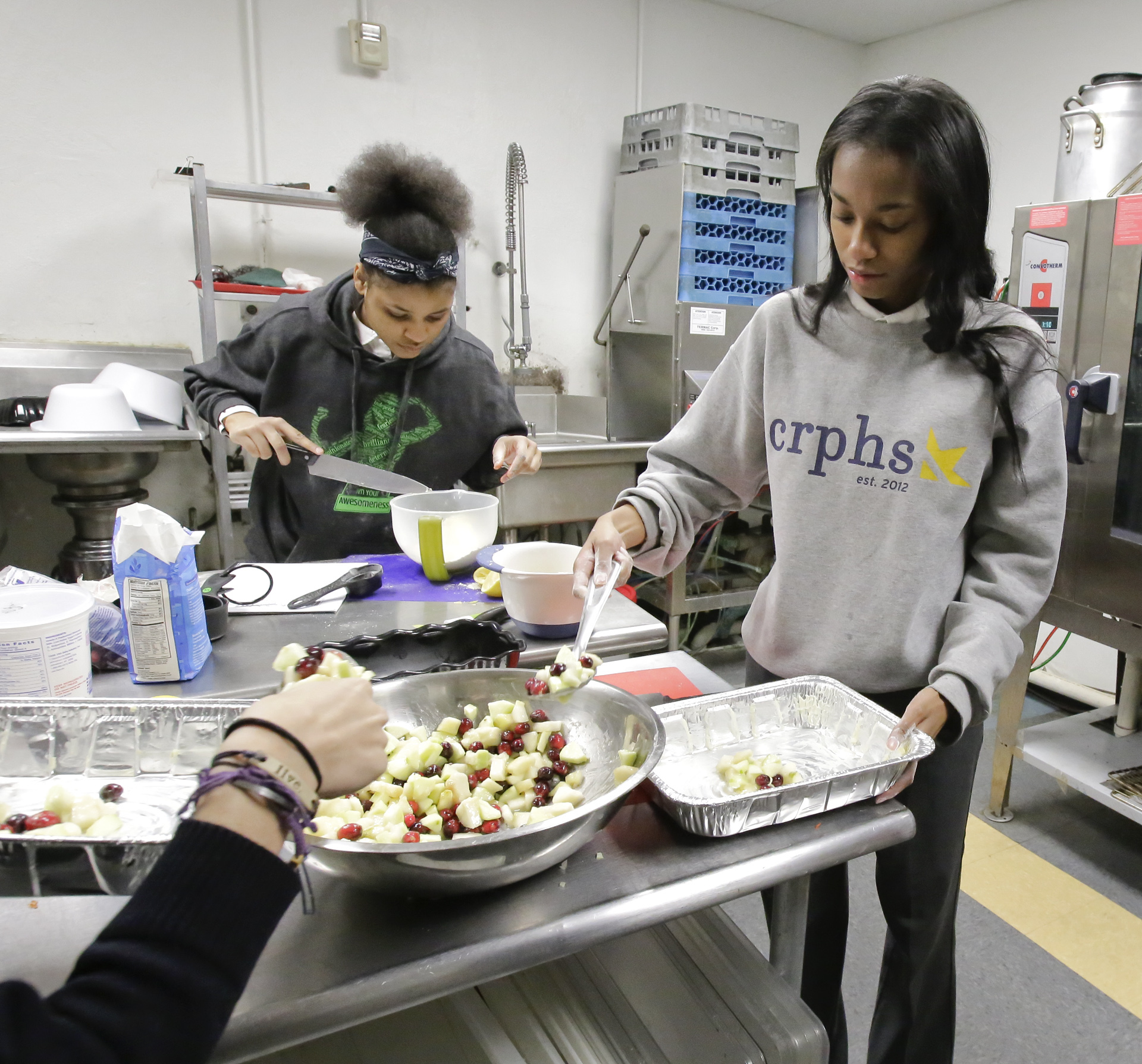 Senior Najah Fleming (right) prepares the apple cranberry pear crisp while participating in My Daughters Kitchen class at Cristo Rey Philadelphia H.S. in N. Phila. on December 6, 2017. ELIZABETH ROBERTSON / Staff Photographer