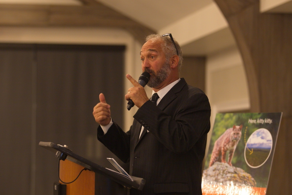 Alfred Finocchiaro conducting a live auction recently that will benefit the Nature Conservancy