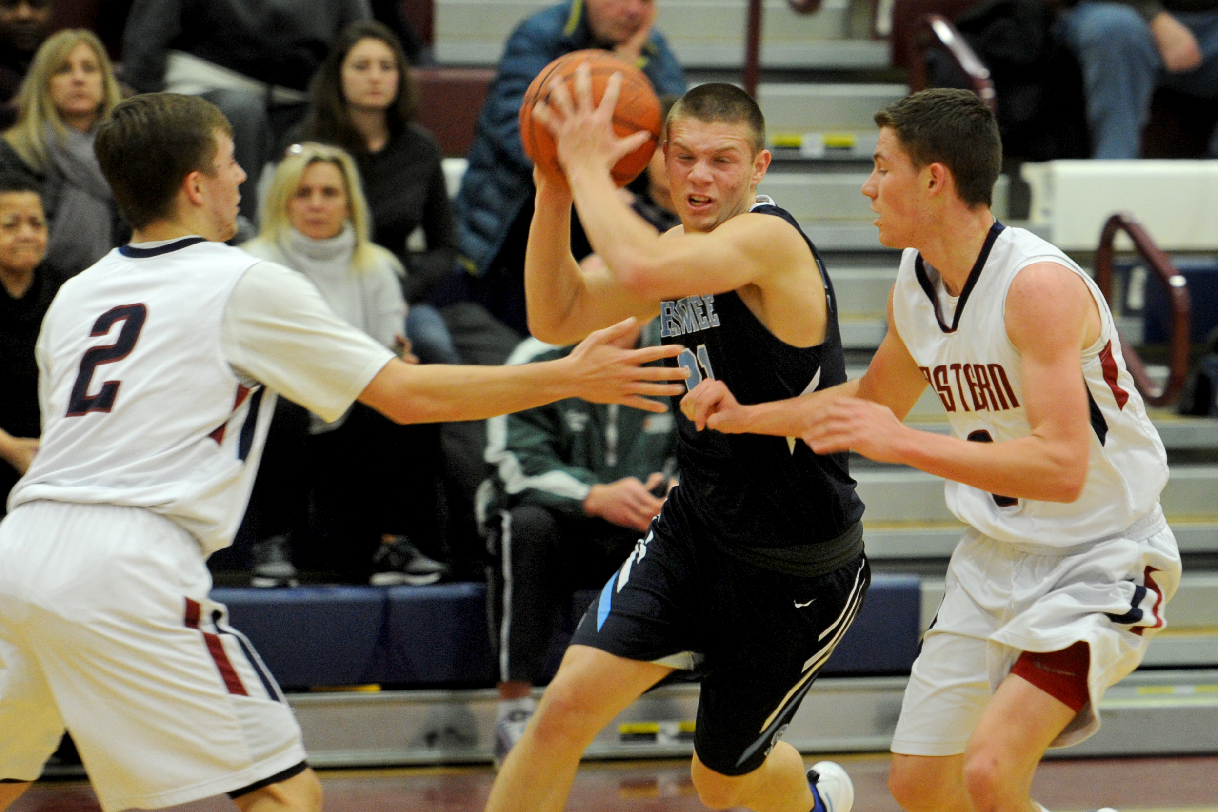 Shawnee´s Dean Noll drives through Eastern´s Jesse Barbera (right) and Andrew Heck.