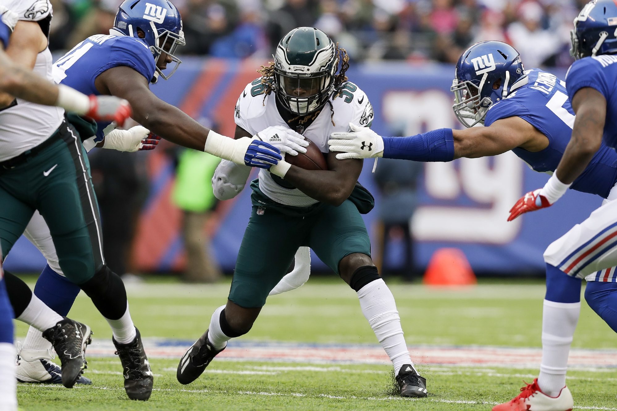Eagles´ running back Jay Ajayi, here against the Giants, will need to carry the team´s rushing attack in the playoffs.