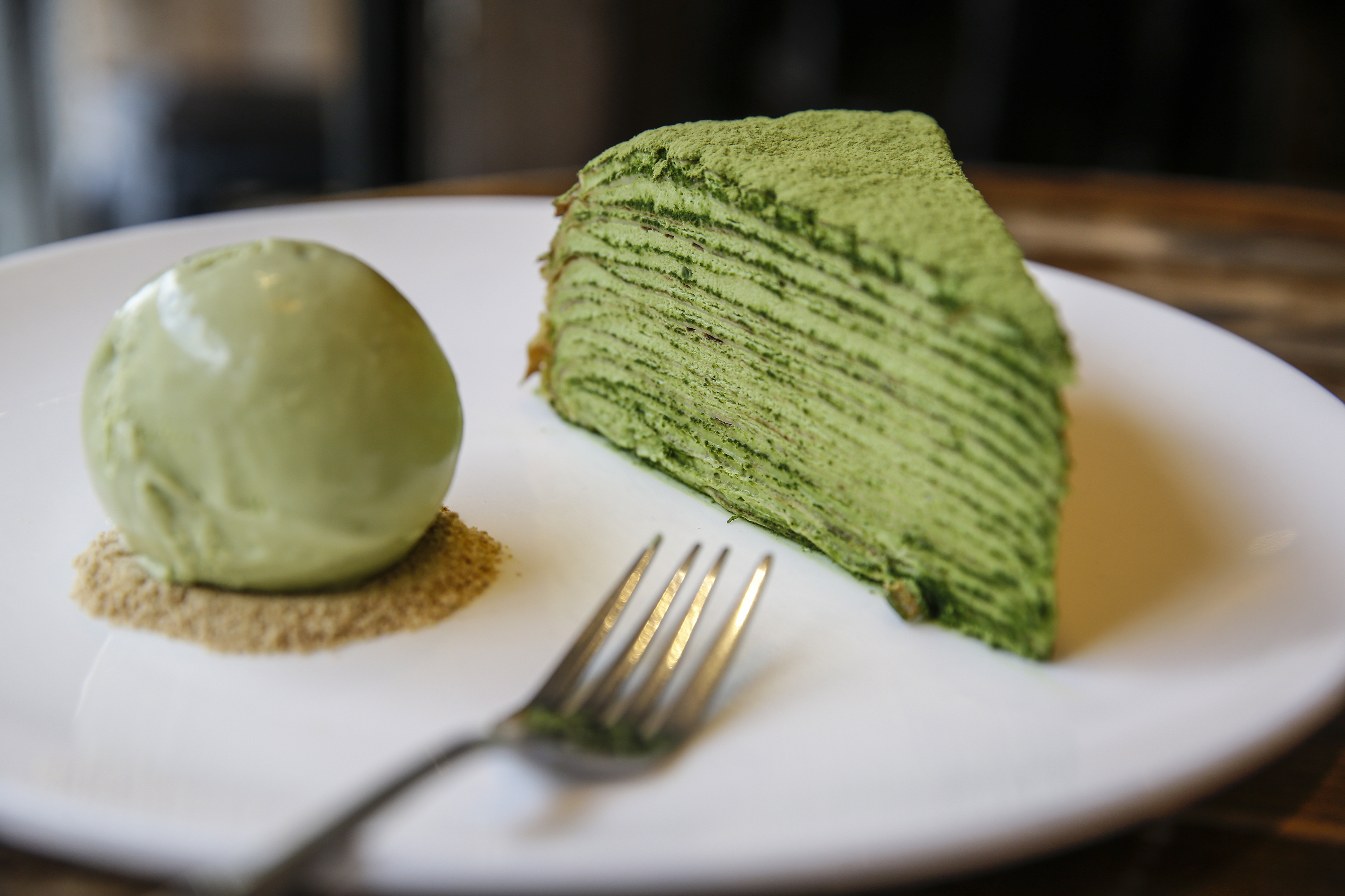 The Matche Mille cake with a scoop of green tea ice cream at Anna Chen´s A La Mousse bakery.