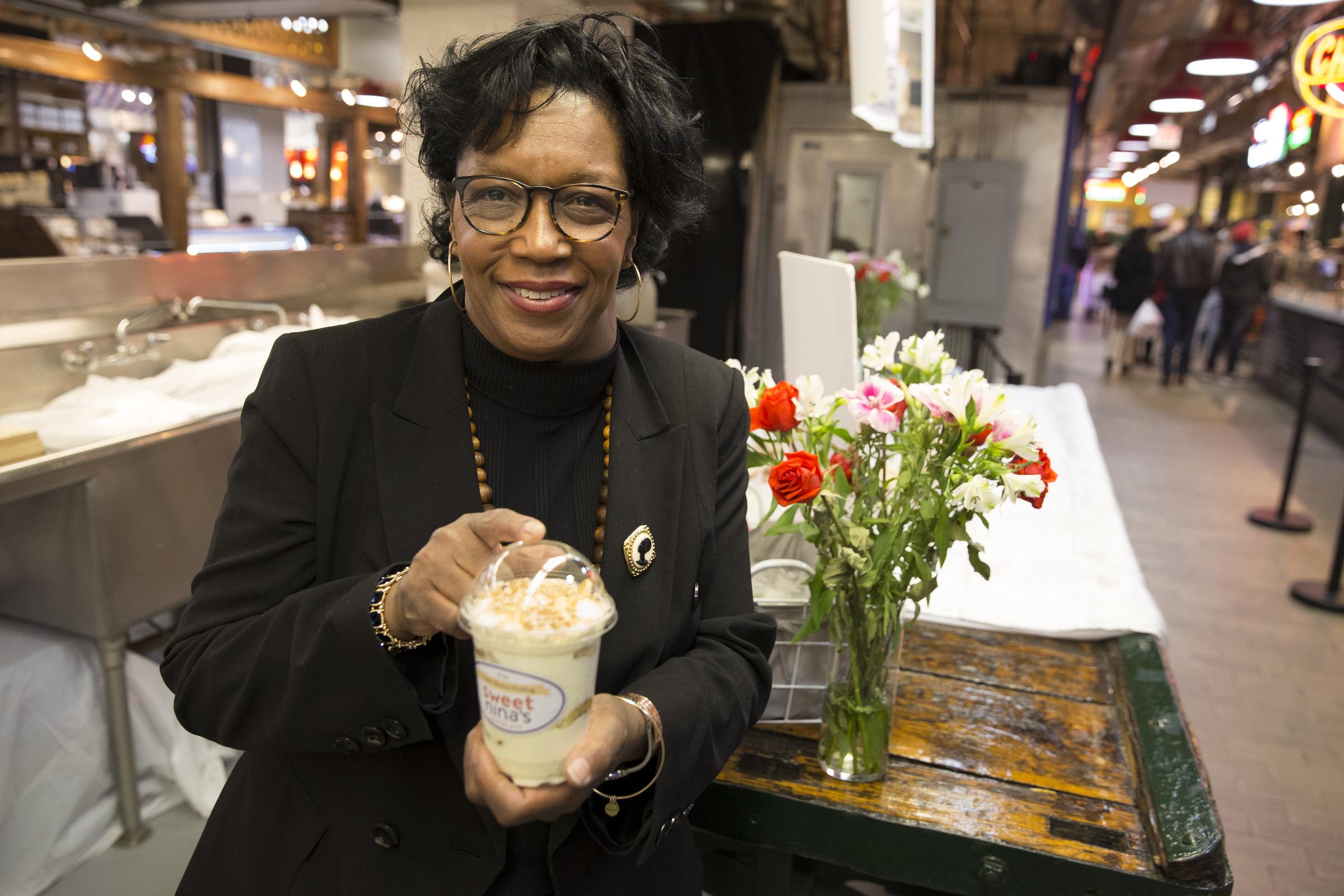 Owner Nina Bryan at her day cart, Sweet Nina´s Banana Pudding.