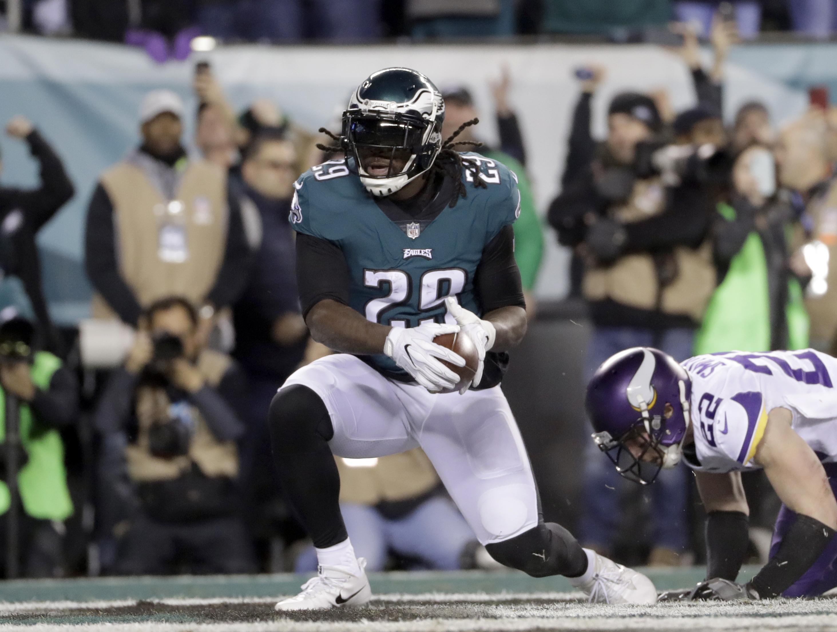 Eagles´ running back LeGarrette Blount scores a touchdown in the Eagles´ NFC championship win on Sunday.