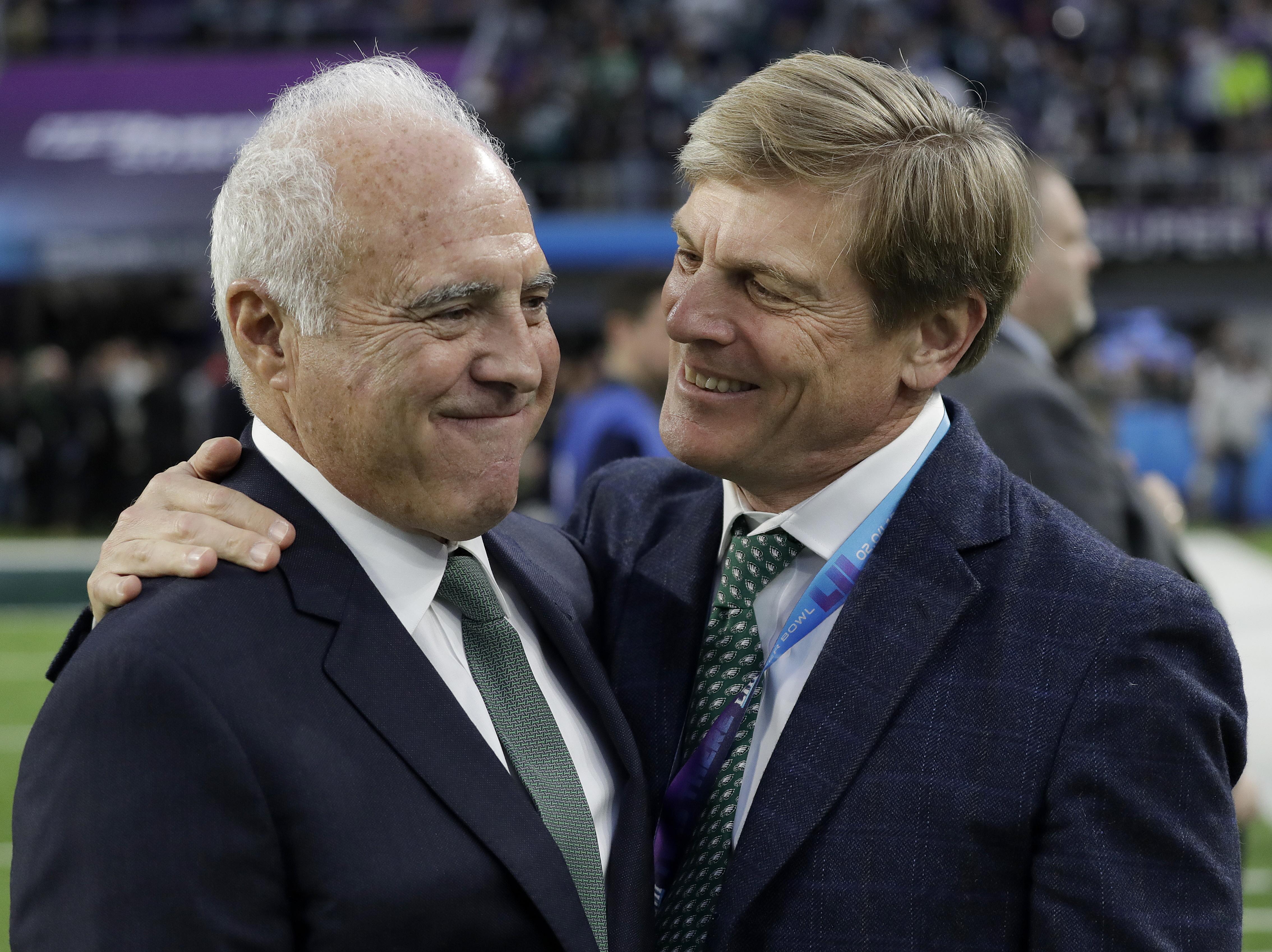 Philadelphia Eagles owner Jeffrey Lurie, left, talks to Philadelphia Phillies owner John S. Middleton before the Super Bowl last Sunday.