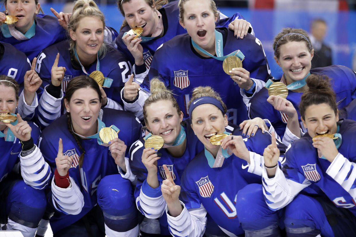 Untied States women´s hockey team players celebrate with their gold medals after beating Canada at the Pyeongchang Winter Olympics in South Korea.