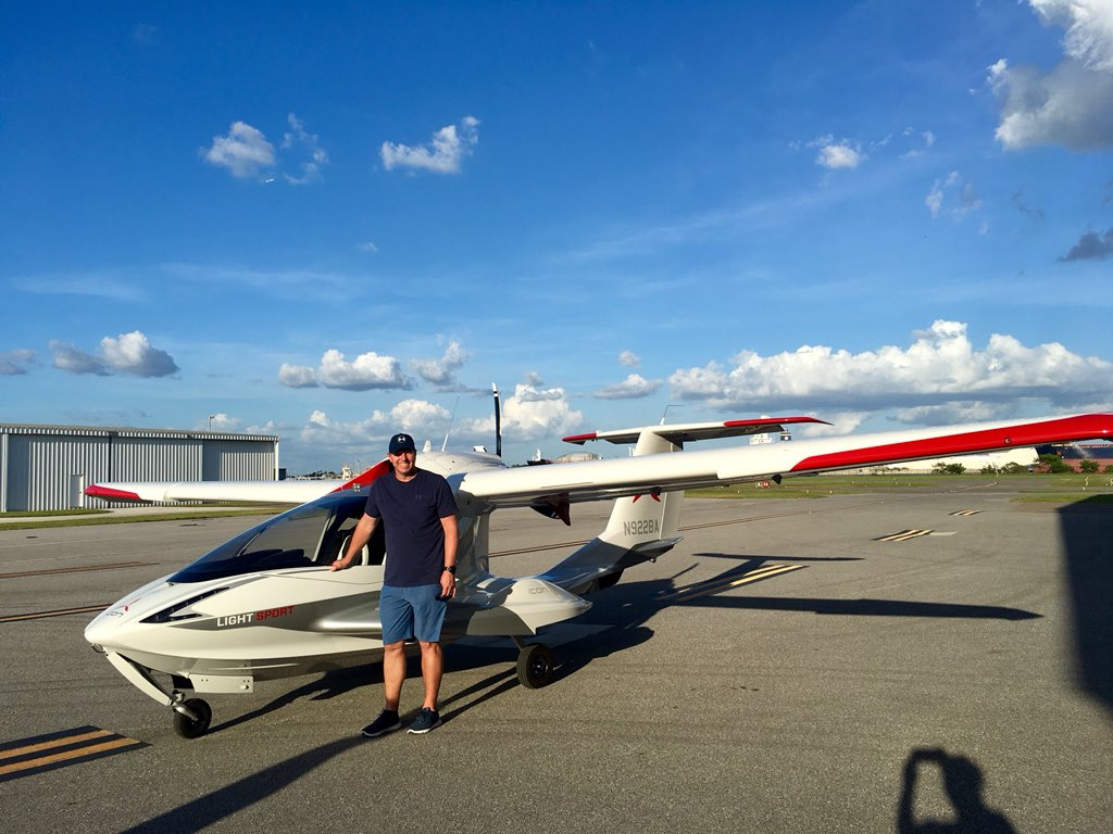 Roy Halladay owned an ICON A5 light sport airplane.