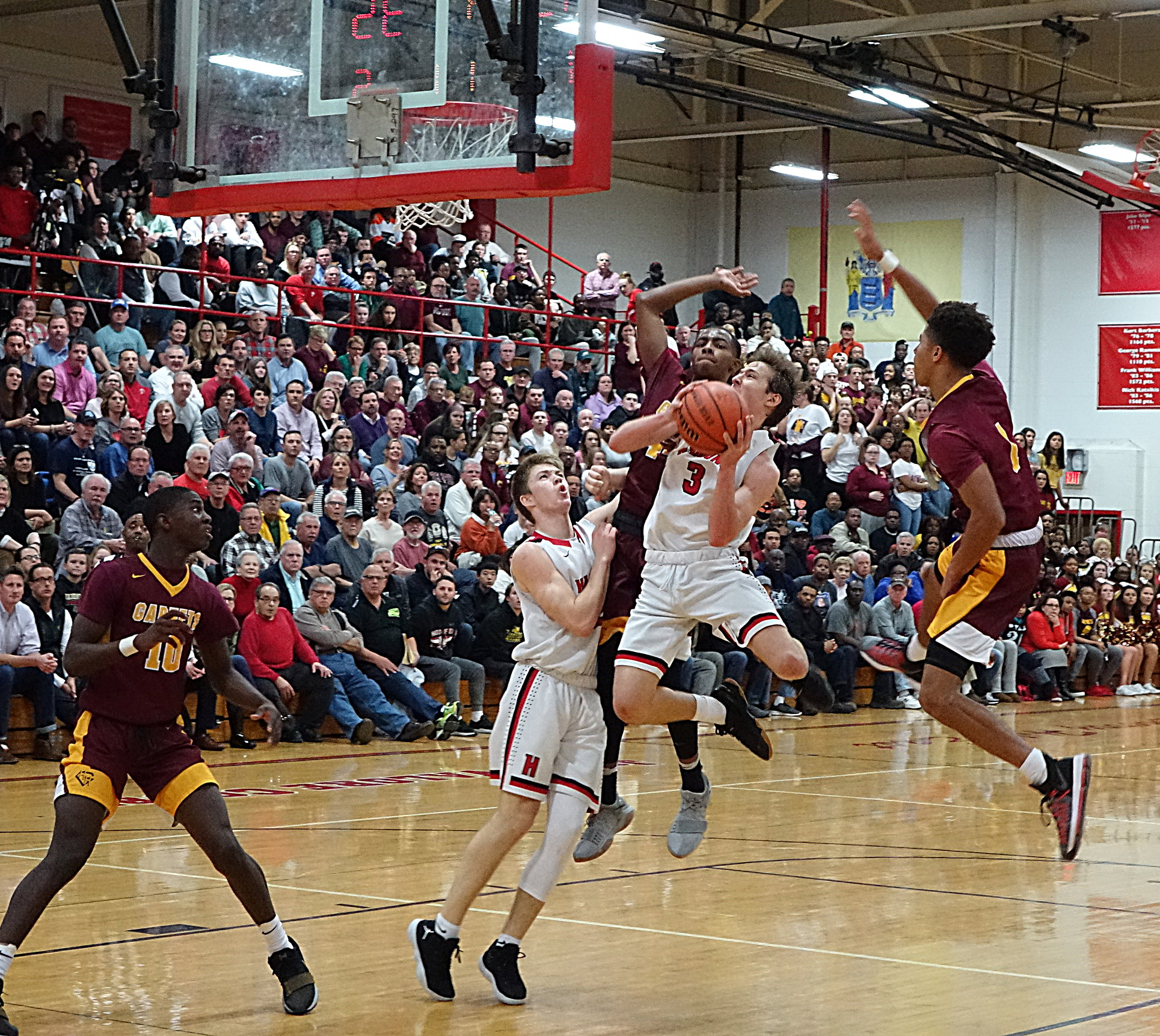 Mike DePersia drives through traffic during Haddonfield´s 52-45 quarterfinal win over Haddon Heights.