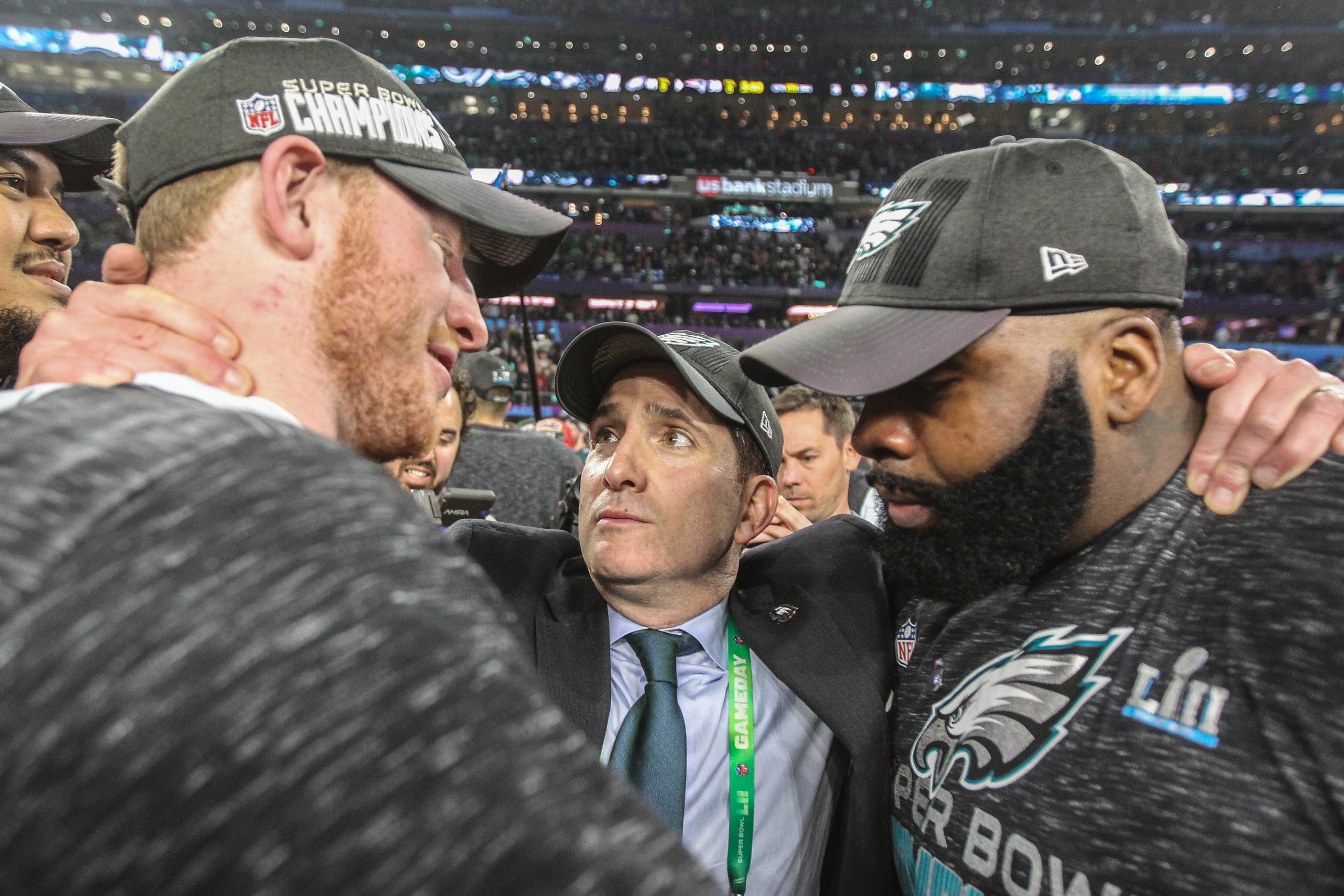 All indications are that Eagles vice president Howie Roseman (center) still considers tackle Jason Peters (right) part of the team´s immediate future.