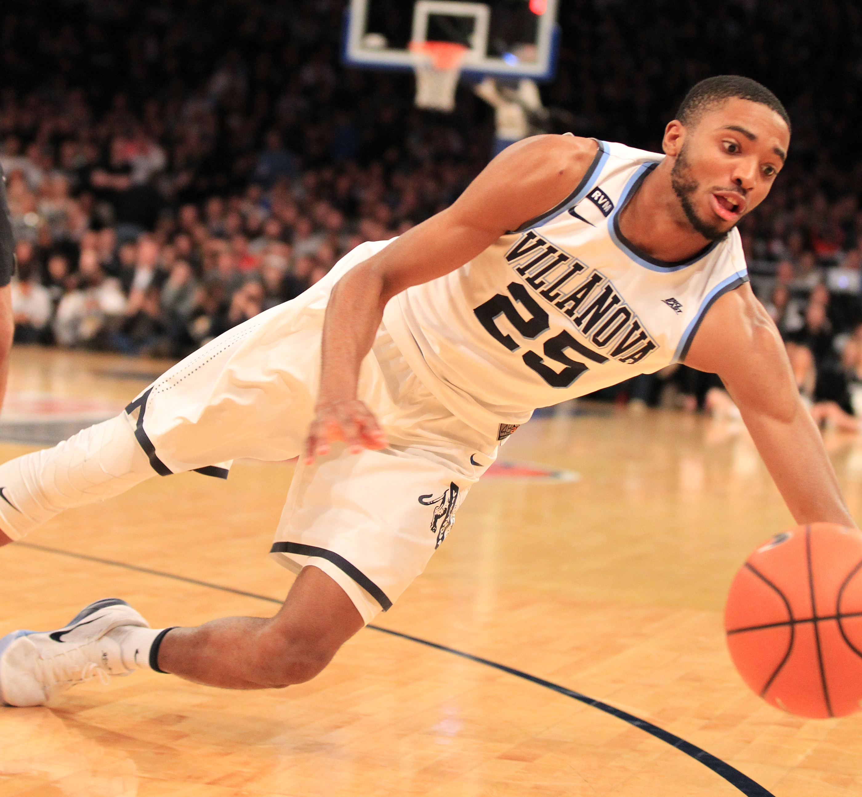Villanova´s Mikal Bridges dives unsuccessfully to try and save a ball from going out of bounds against Providence in the second half.