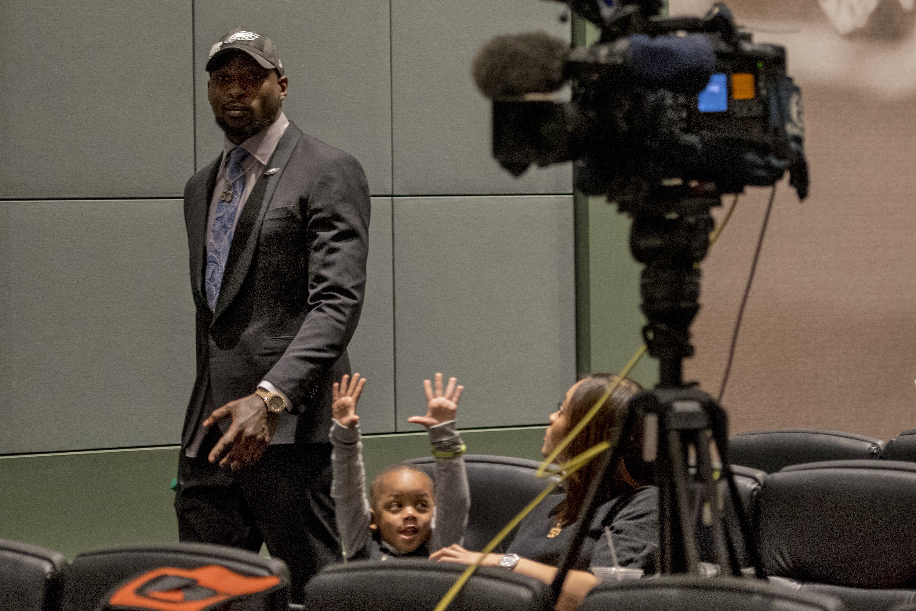 Eagles´ linebacker Nigel Bradham arrives to talk about his contract extension while is son, Nazir, celebrates and his wife, Nia Davis, watches.