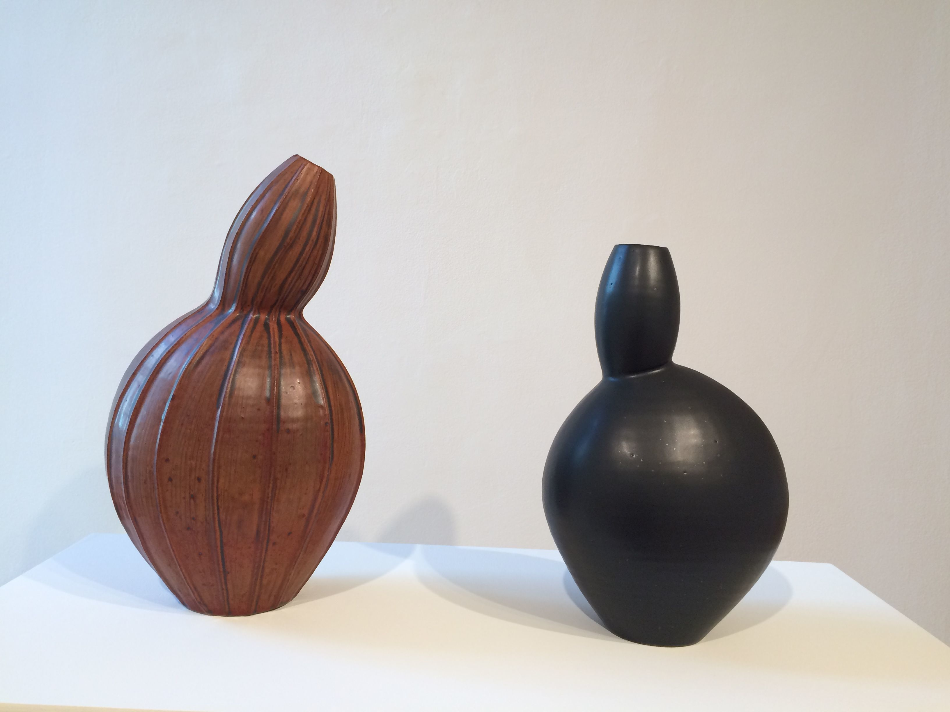 "Ellen Shankin´s ""Red Gourd Form"" (2017) and ""Black Gourd Form"" (2017), stoneware clay, at Swarthmore College´s List Gallery."