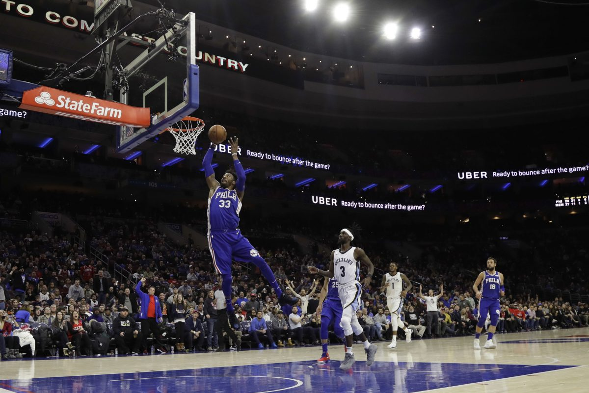 Robert Covington goes up for a dunk during the Sixers' 119-105 win over the Memphis Grizzlies Wednesday night.