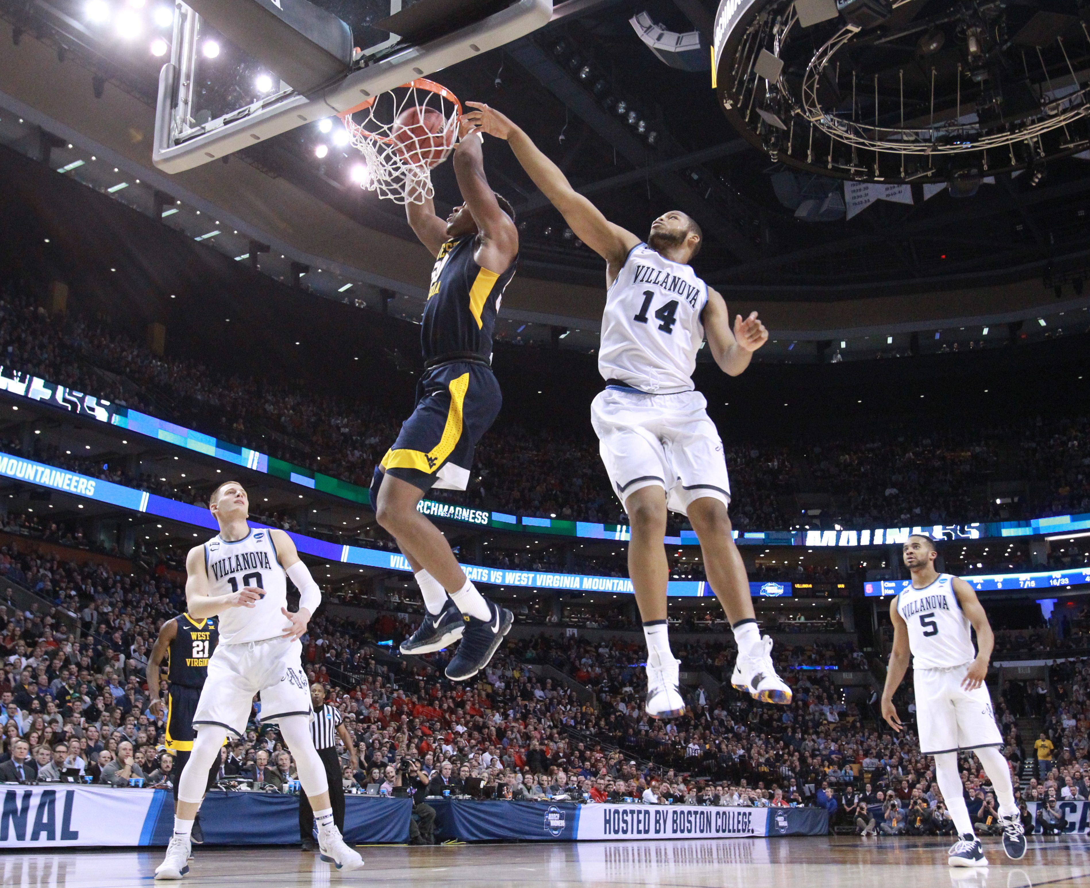 Omari Spellman (right) trying to prevent a dunk by Sagaba Konate of West Virginia last Friday