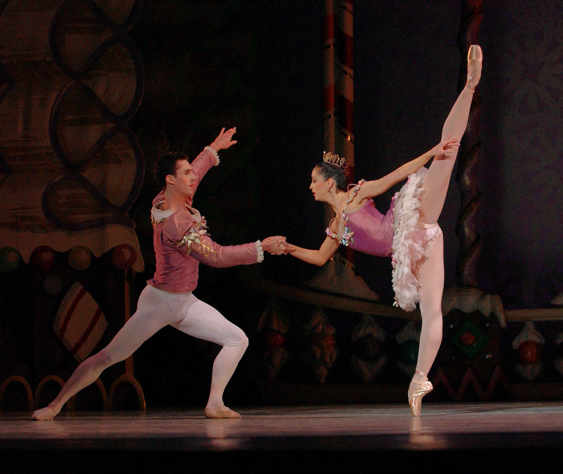 "Ihde performed as the Cavalier to Riolama Lorenzo´s Sugar Plum Fairy in ""Nutcracker,"" in 2002, while he was still in the corps de ballet."
