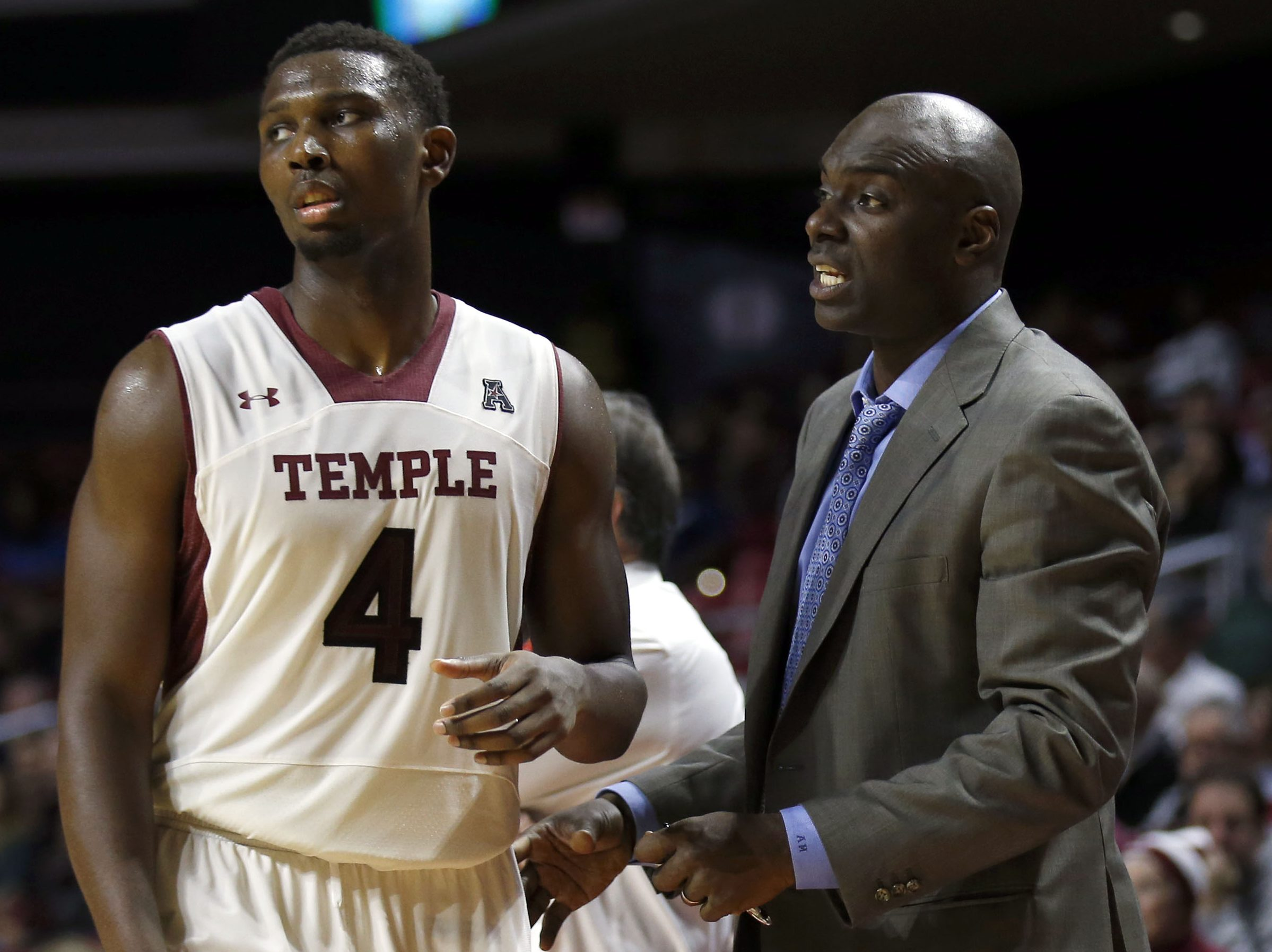 Temple Assistant Coach Aaron McKie talks to player Daniel Dingle against Louisiana Tech on Monday, November 17, 2014. ( Yong Kim / Staff Photographer ).