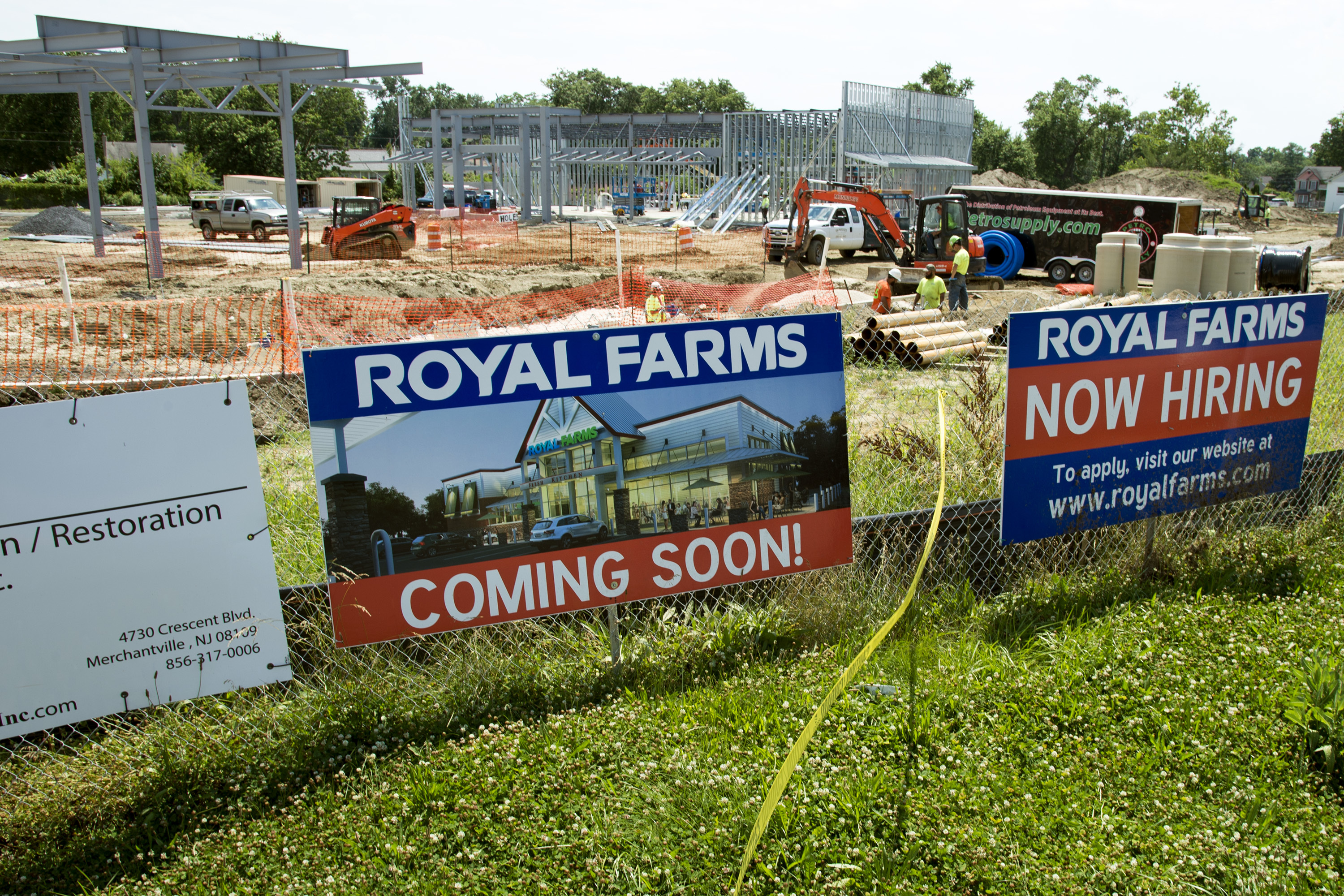 If bricks and mortar retailing is supposedly becoming passé, South Jersey didn´t get the memo. Wawas and Royal Farms are going up all over the place, including this Royal Farms under construction in Magnolia, Camden County. It is one of four planned South Jersey outlets.