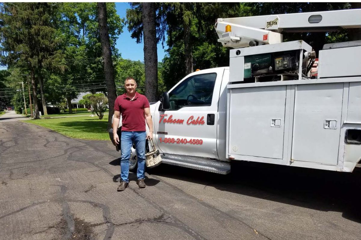 Tony Luna, a small-time cable operator, says in a court suit that Comcast Corp. contractors cut his cable lines in a Texas town, driving him out of business.