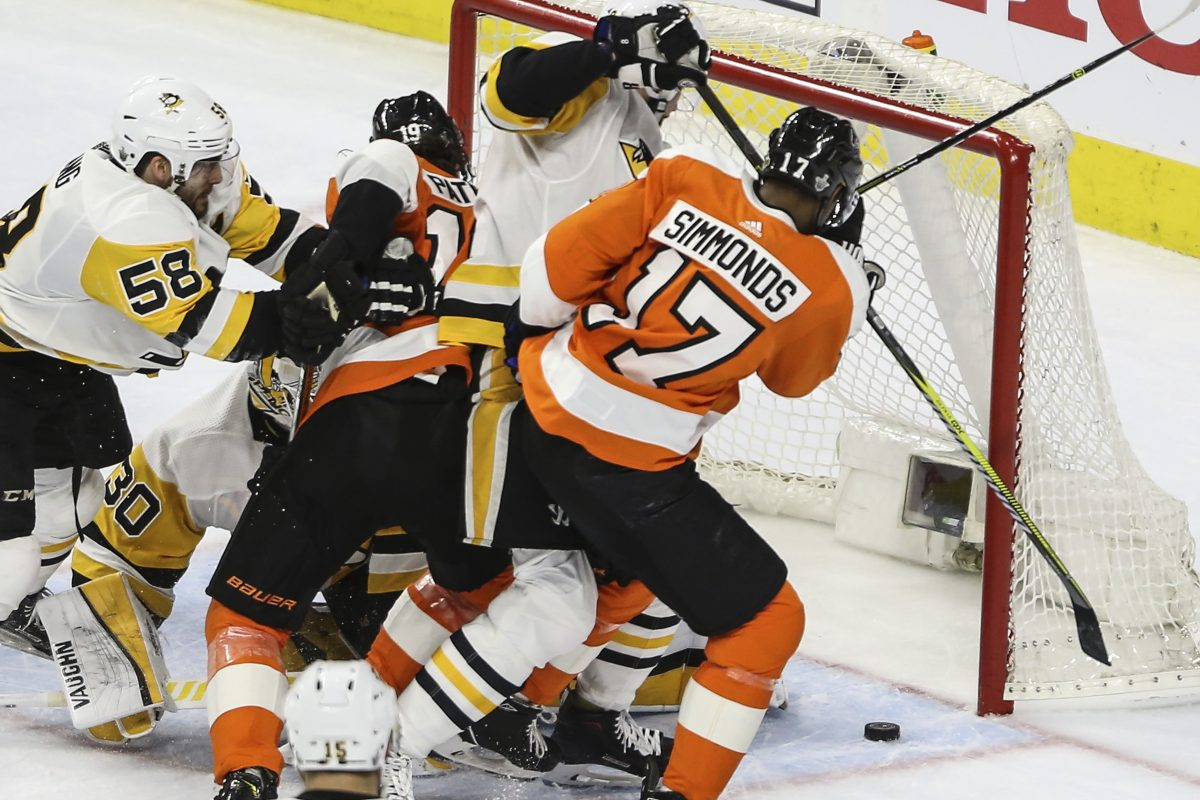 Wayne Simmonds couldn't  get the puck past Penguins goalie Matt Murray during the second period of Game 4  Wednesday. Pittsburgh trounced the Flyers, 5-0.