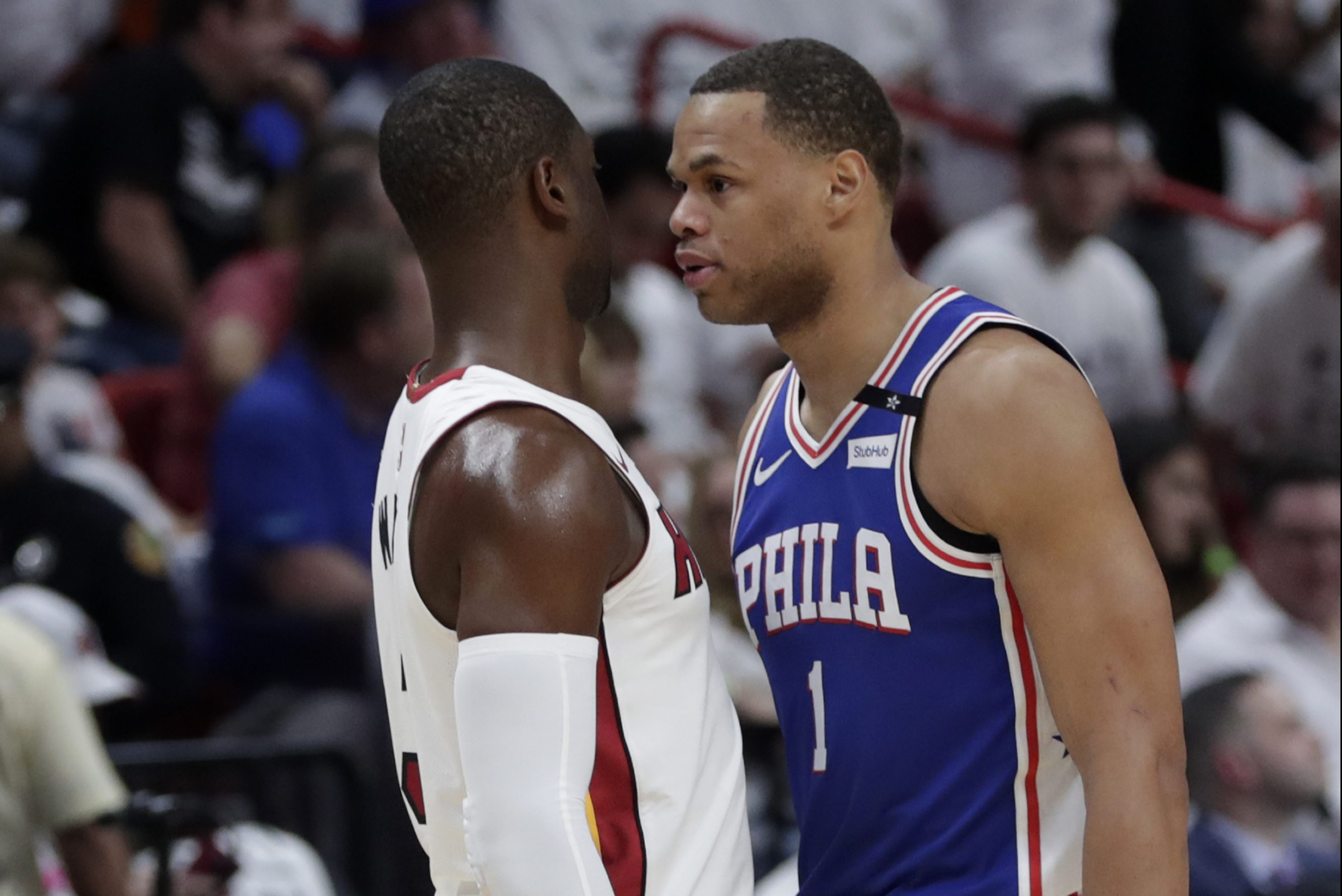 The Heat´s Dwyane Wade (left) and the Sixers´ Justin Anderson going face to face in Game 3.