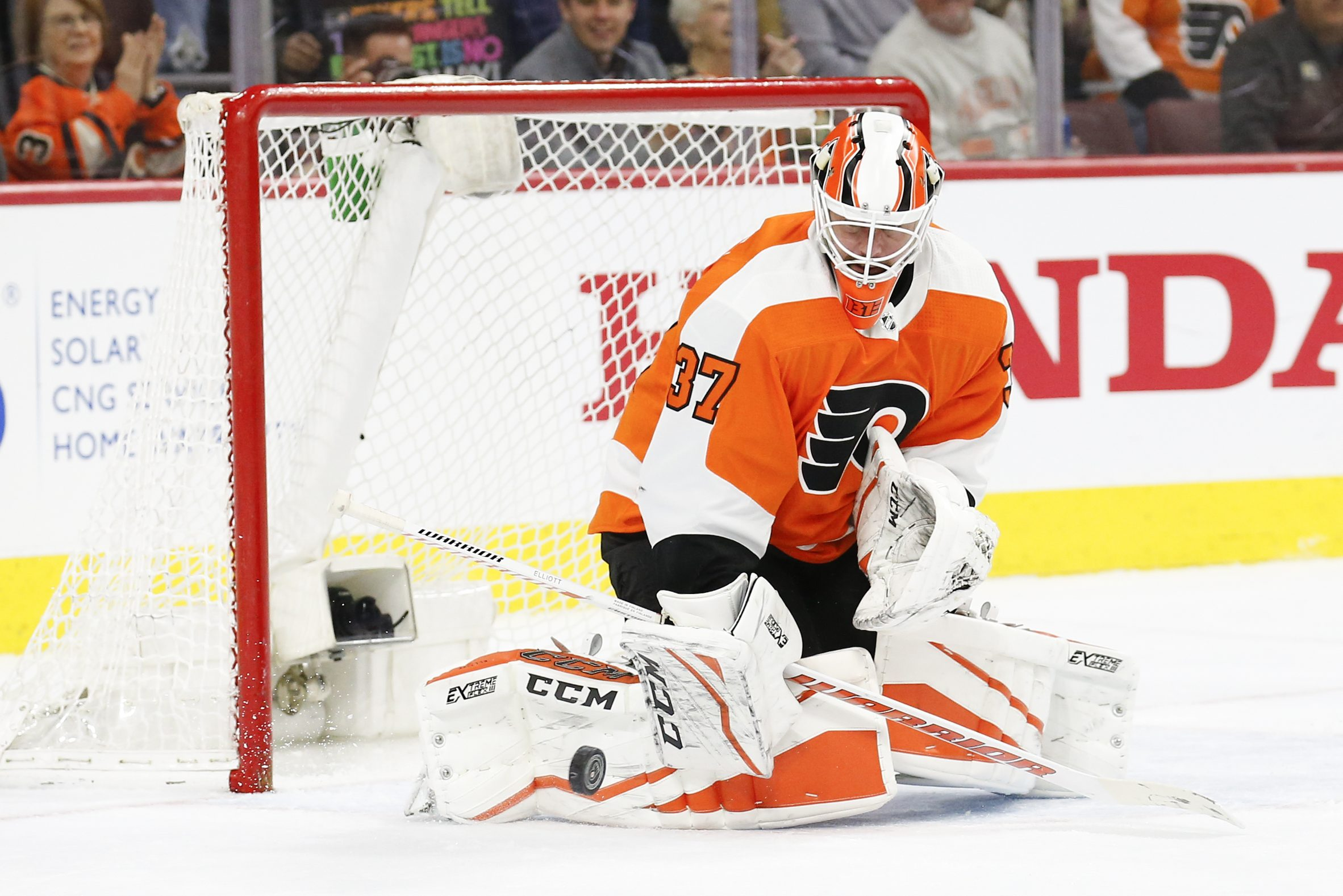 Flyers goaltender Brian Elliott making a save Saturday against the Rangers.