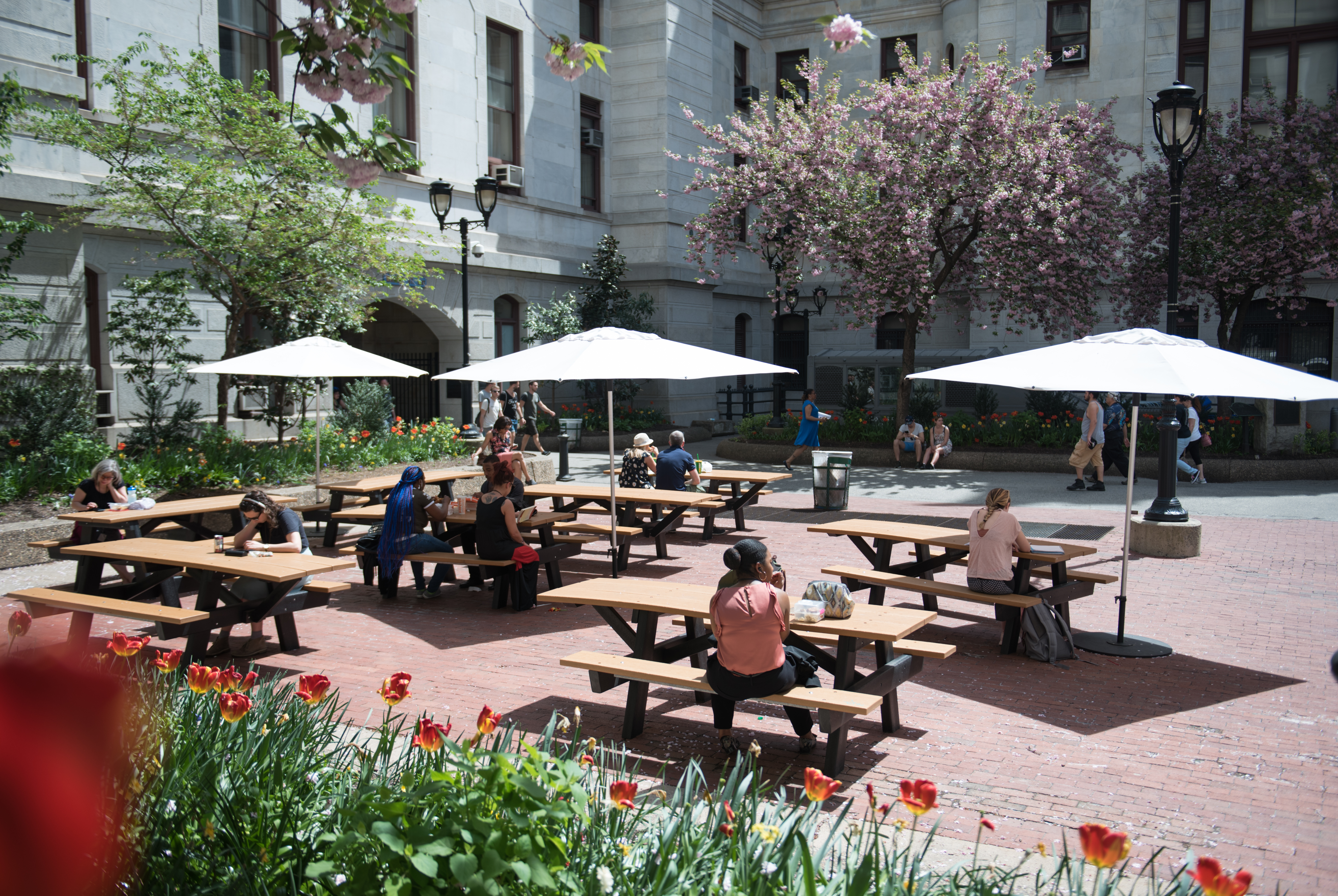 At the center of City Hall, a courtyard full of picnic tables provides a pleasant lunchtime refuge away from traffic.