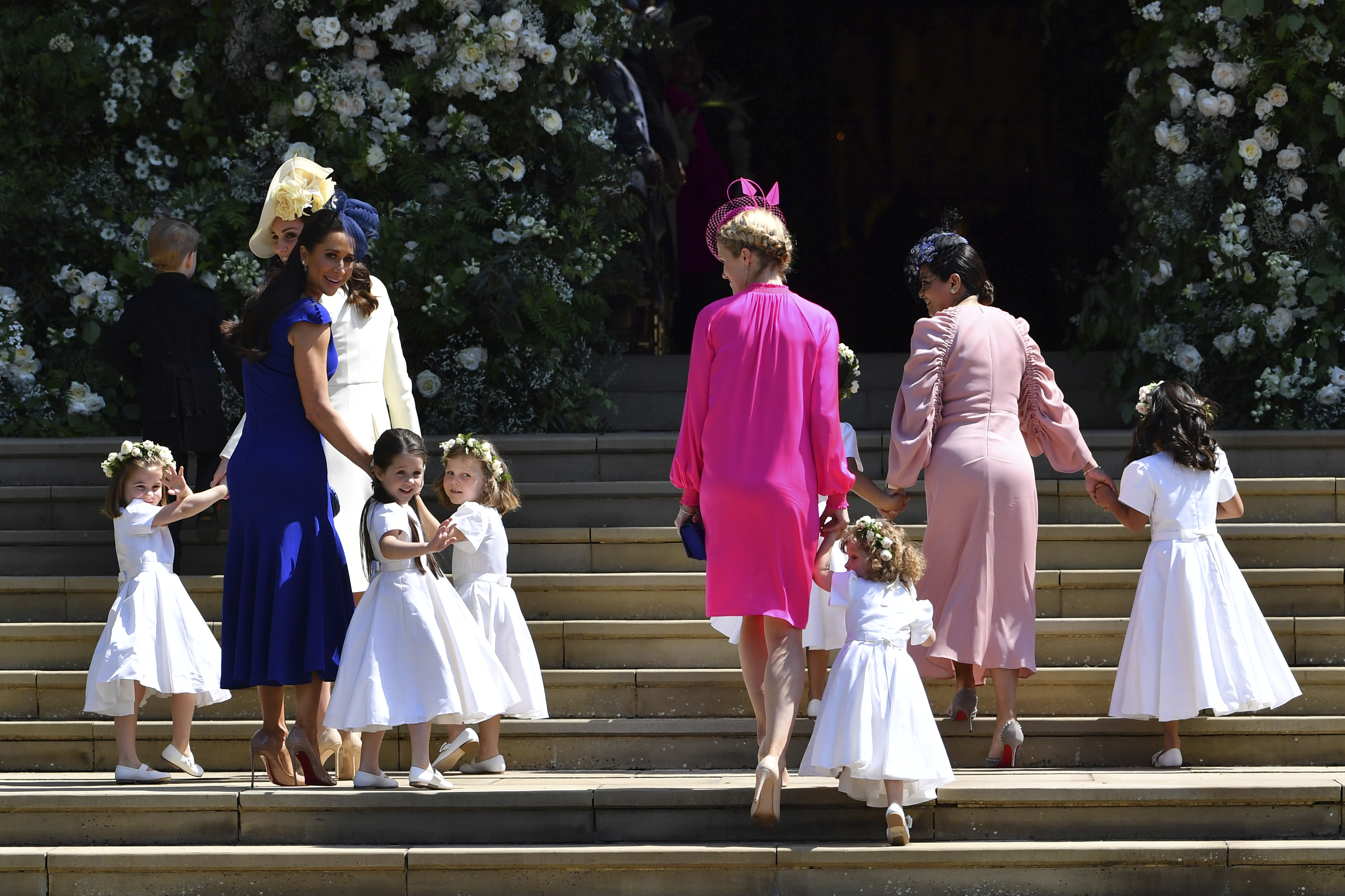 Kate, Duchess of Cambridge, third left, and Meghan Markle´s friend, Canadian fashion stylist Jessica Mulroney, second left, holds bridesmaids hands as they arrive for the wedding ceremony of Prince Harry and Meghan Markle at St. George´s Chapel in Windsor Castle in Windsor, near London, England, Saturday, May 19, 2018. (Ben Stansall/pool photo via AP)