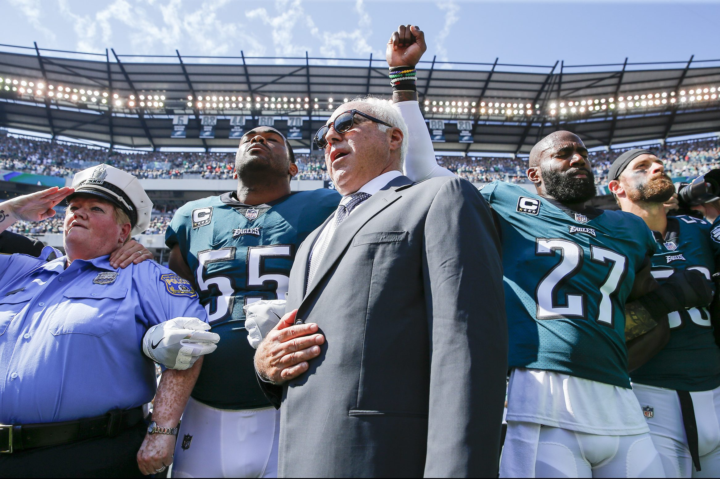 Jeff Lurie stood with Malcolm Jenkins in September, but on Wednesday, Lurie did not vote against the NFL´s anti-protest policy