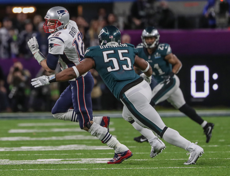 Eagles´ defensive lineman Brandon Graham tracks down Patriots quarterback Tom Brady during Super Bowl LII.