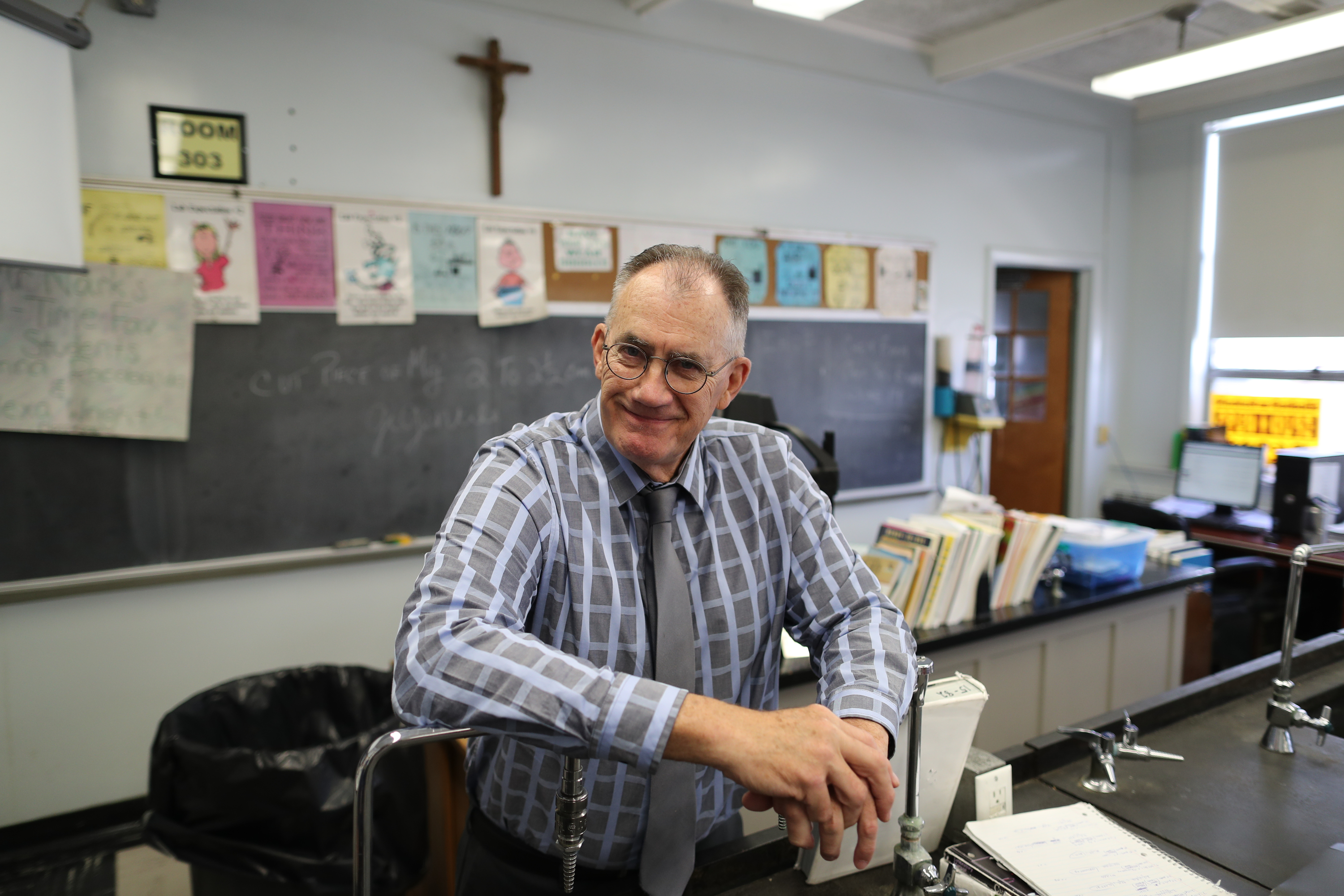 With his sophomore chemistry class, Bob Nark, Jason Nark´s father retires from his alma mater, Gloucester Catholic, after 48 years as a chemistry teacher, Friday June 8, 2018. DAVID SWANSON / Staff Photographer