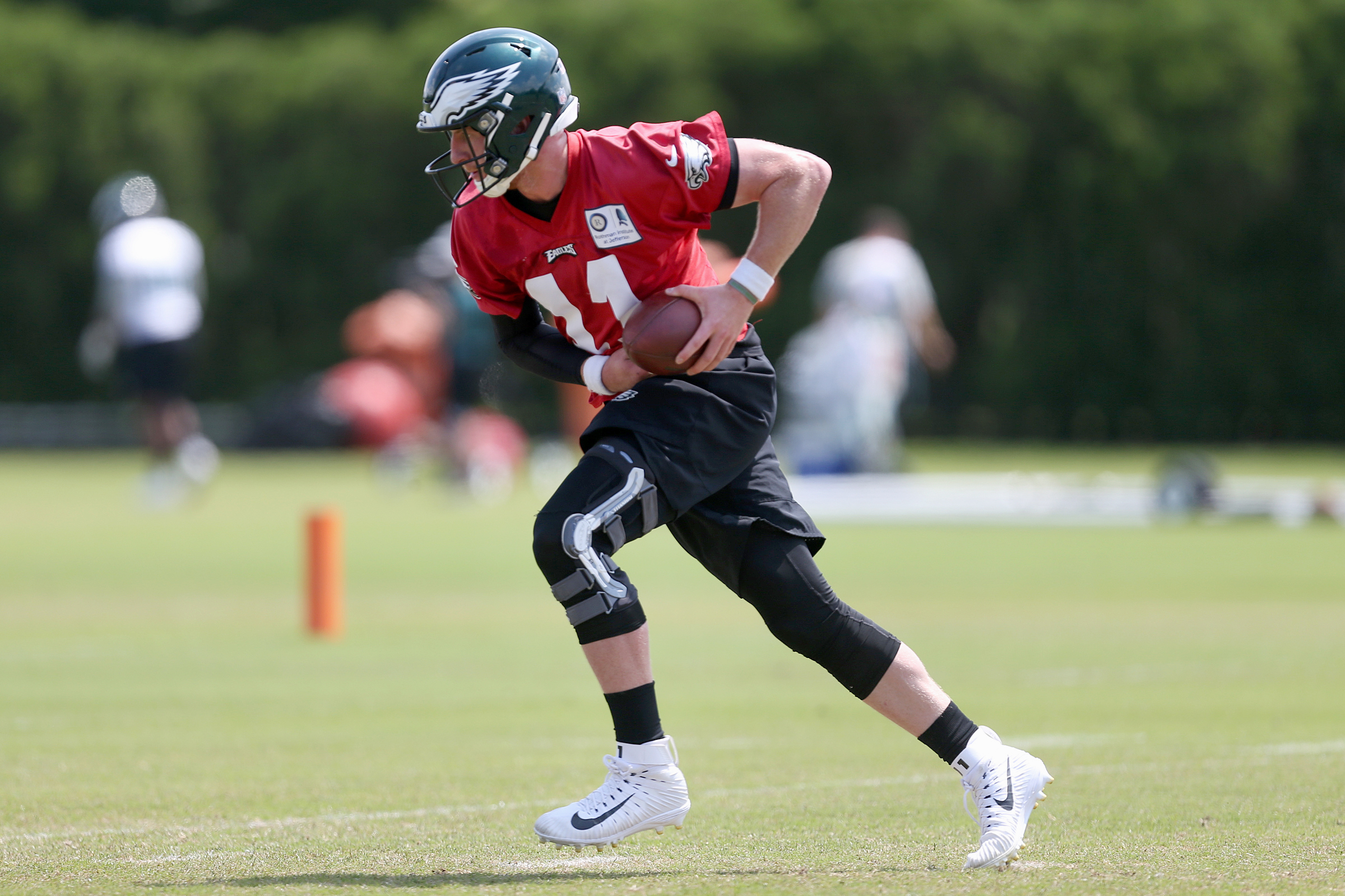 Eagles quarterback Carson Wentz runs a drill during the team´s final day of organized team activities at the NovaCare Complex in South Philadelphia on Thursday, June 7, 2018.
