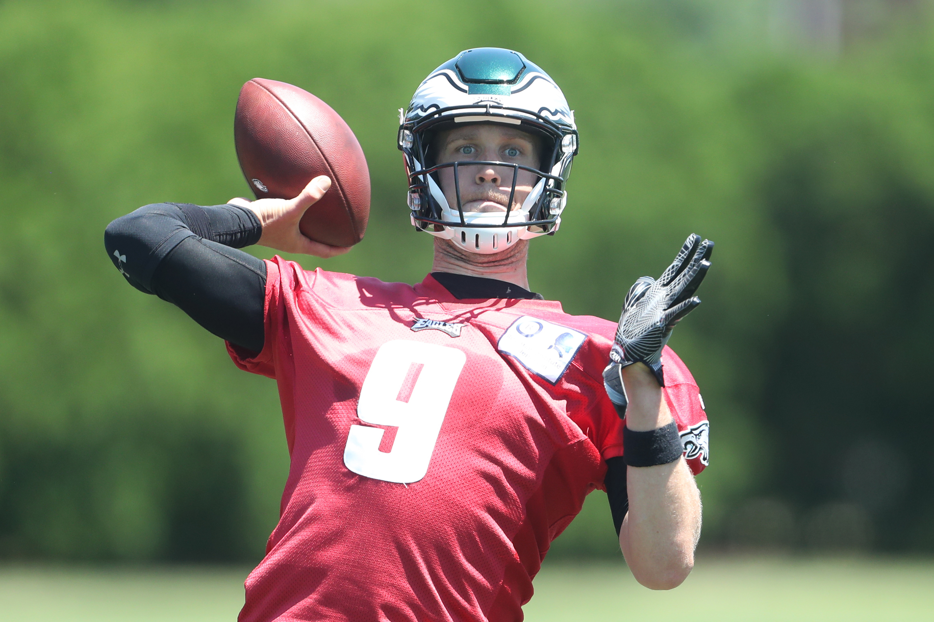 Eagles QB Nick Foles throws at minicamp at the NovaCare Center on Tuesday.