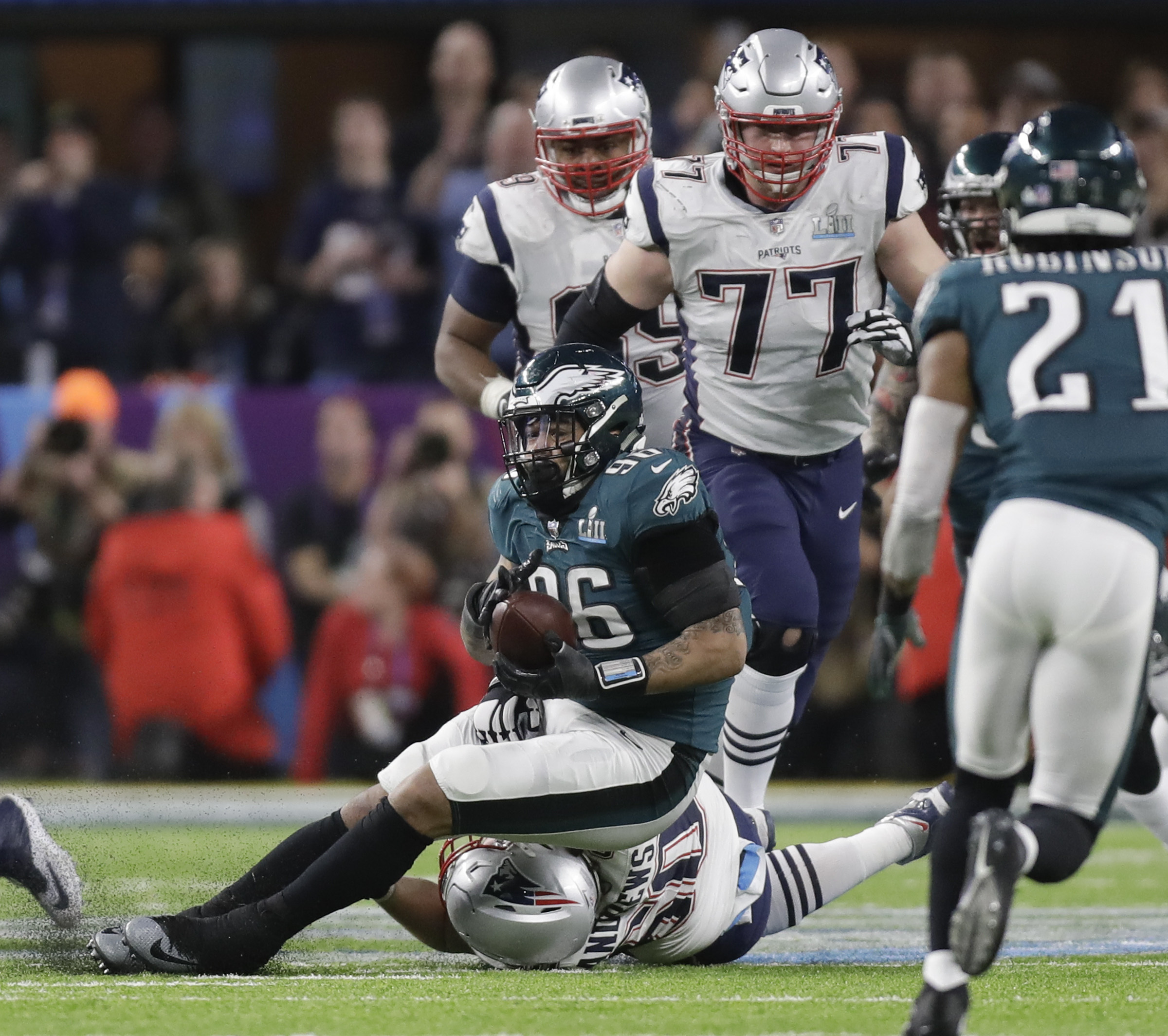 Eagles defensive end Derek Barnett recovers New England Patriots quarterback Tom Brady´s fumble late in the fourth-quarter during Super Bowl LII on Sunday, February 4, 2018 in Minneapolis.