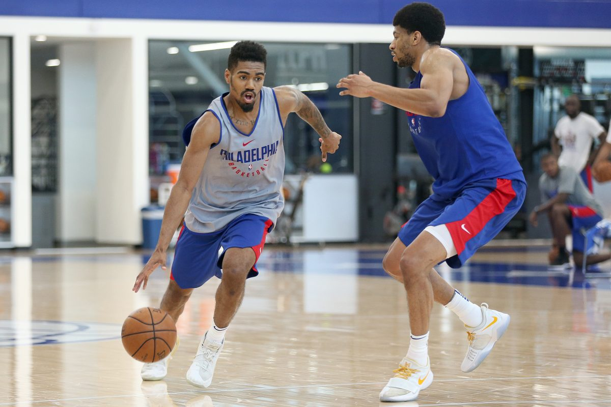 Cincinnati´s Jacob Evans (left) in action at a pre-draft workout for the Philadelphia 76ers.