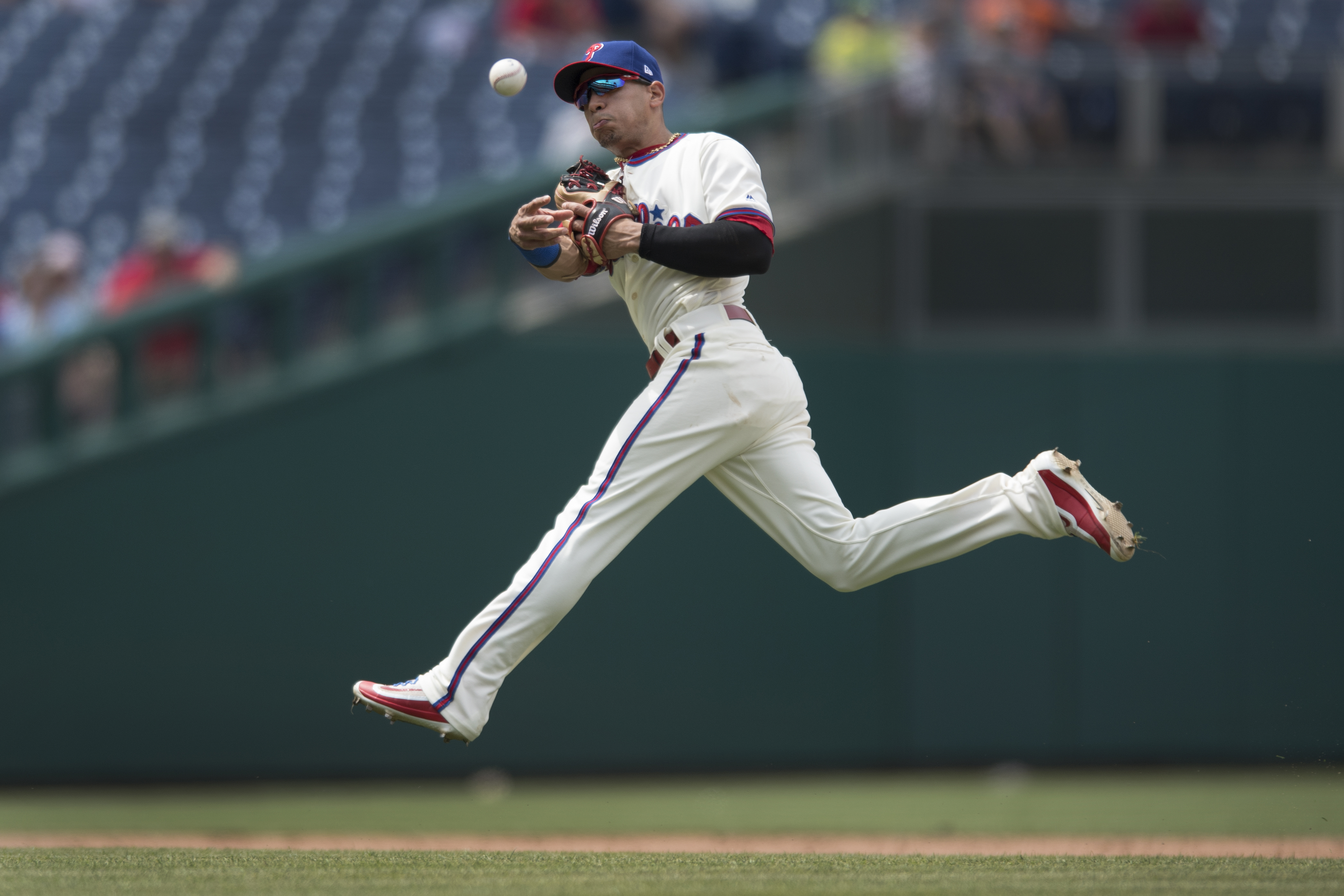 Second baseman Cesar Hernandez makes a great play in the sixth inning of the Phillies win over St. Louis Wednesday.