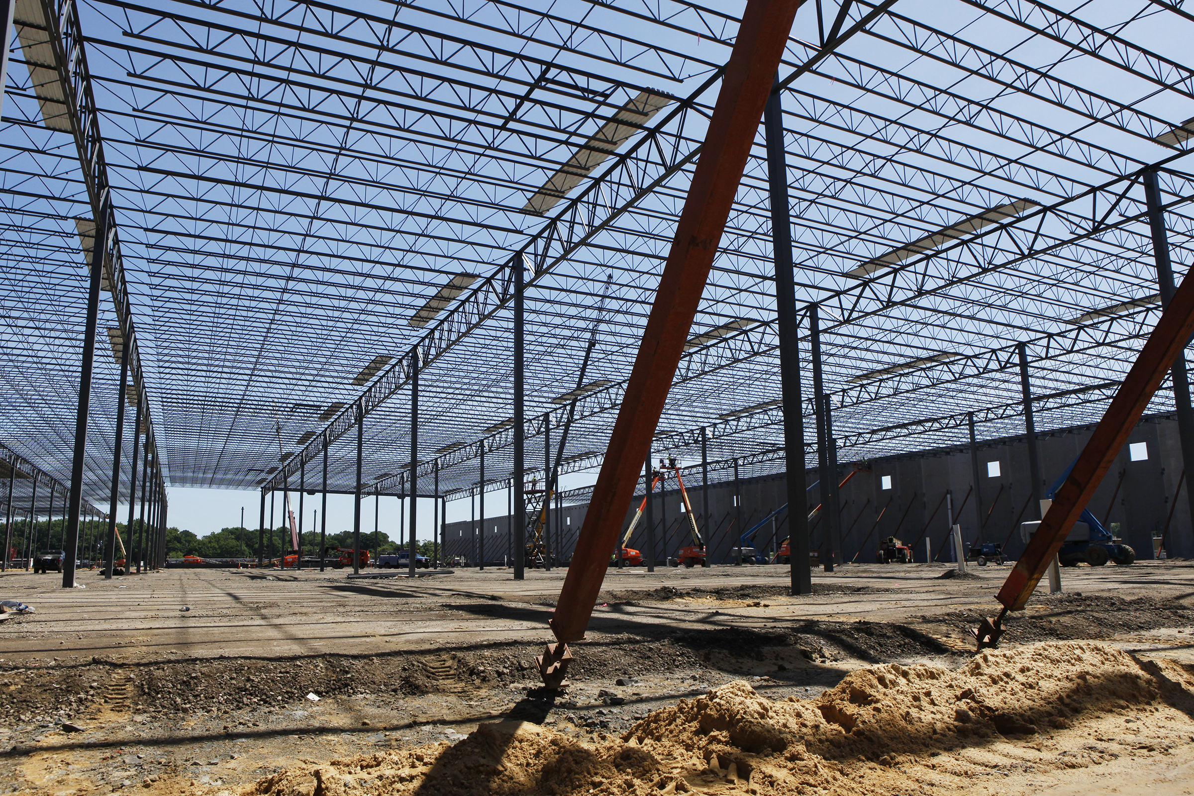 Construction continues on the new 1 million square foot Amazon distribution center in Burlington, NJ.