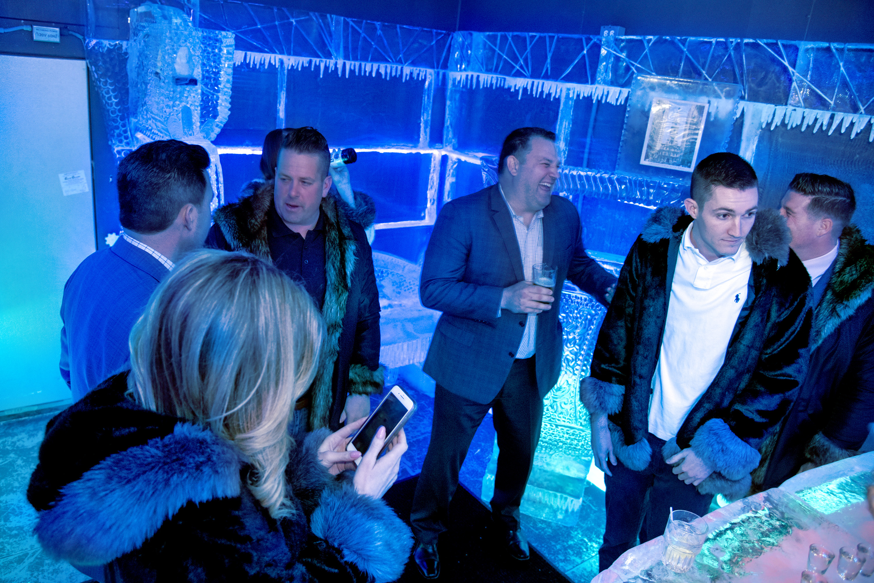 In Clubhouse Sports Lounge´s 17-degree chilled ice room, enjoy drinks while donning a faux fur coat.