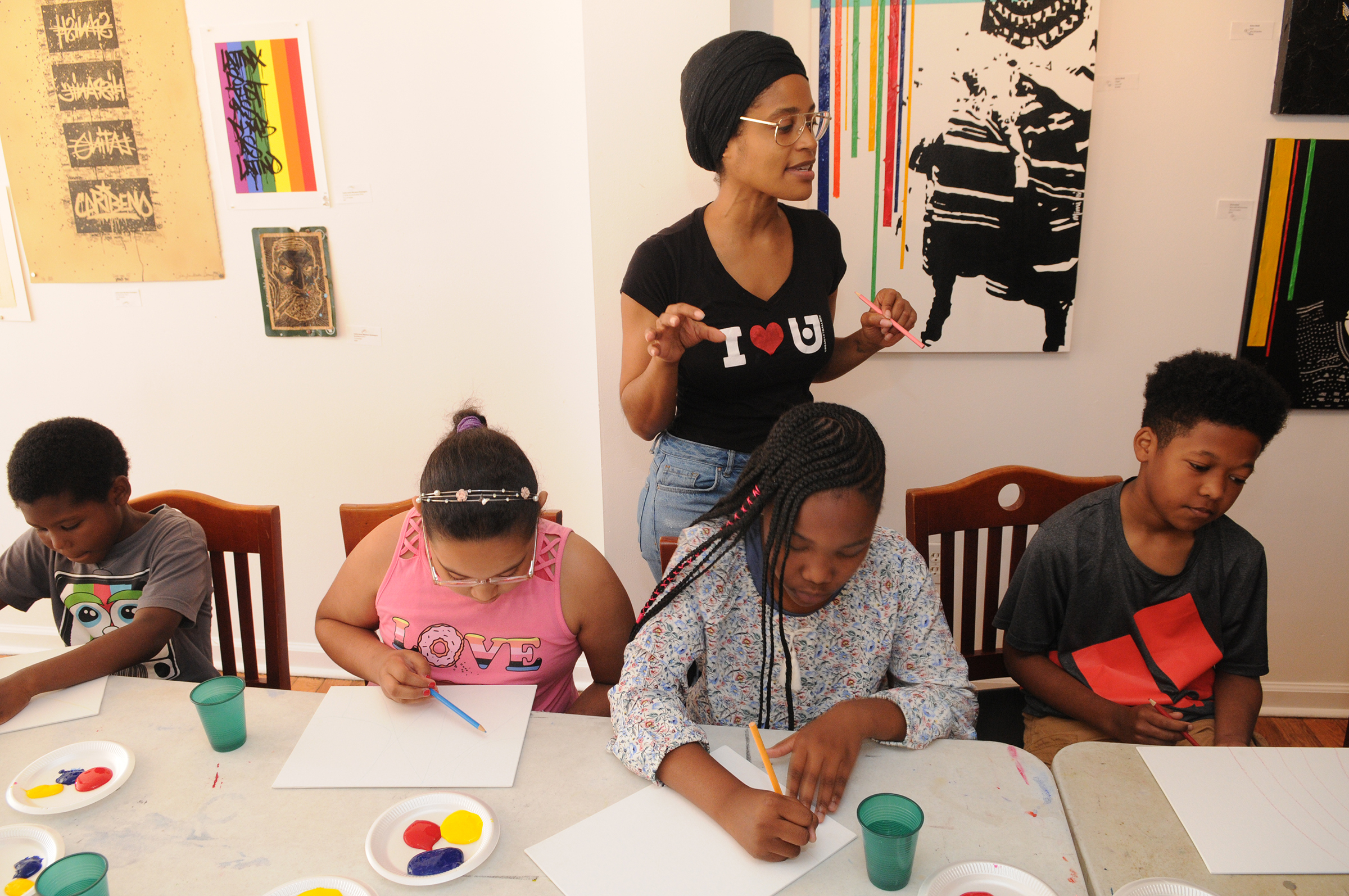 Art teacher Shanina Dionna talking to her students at Urban Art Gallery.