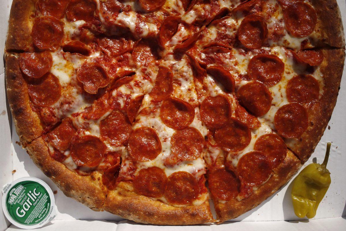 A Papa John´s pepperoni pizza.