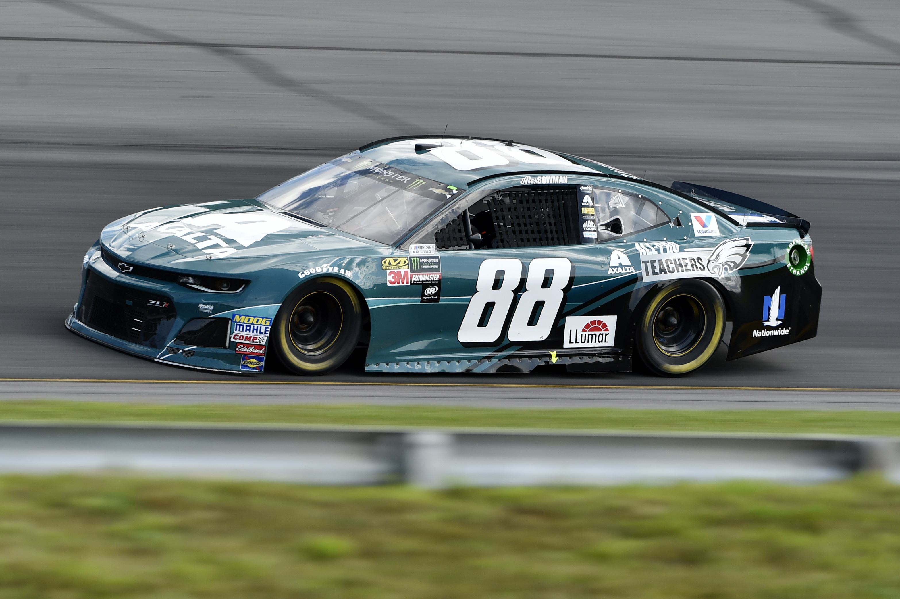 Alex Bowman drives his Eagles-themed car through Turn 1 during Sunday´s race.