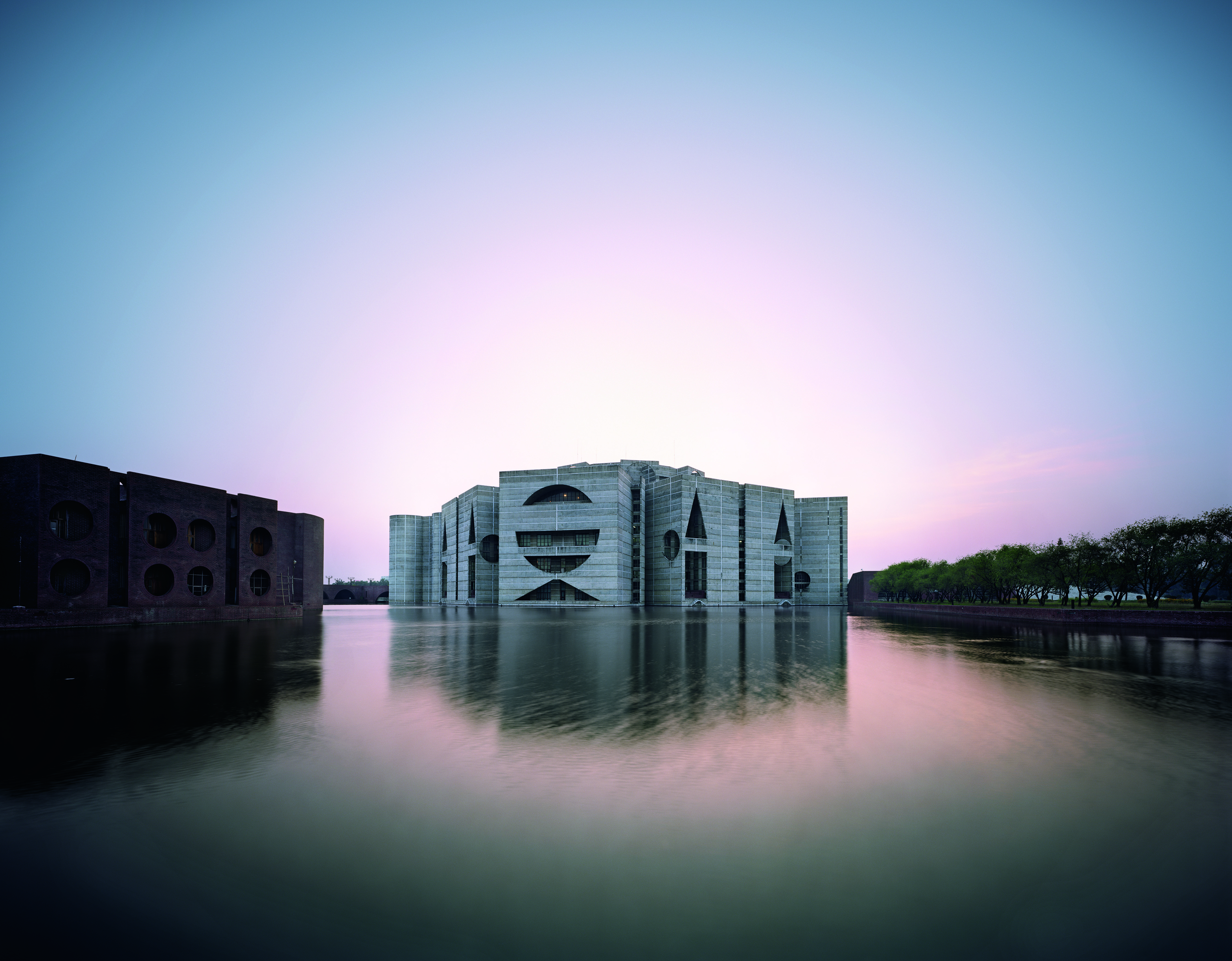 Louis Kahn needed Nicholas Gianopulos´ help during the design of the National Assembly in Bangladesh,
