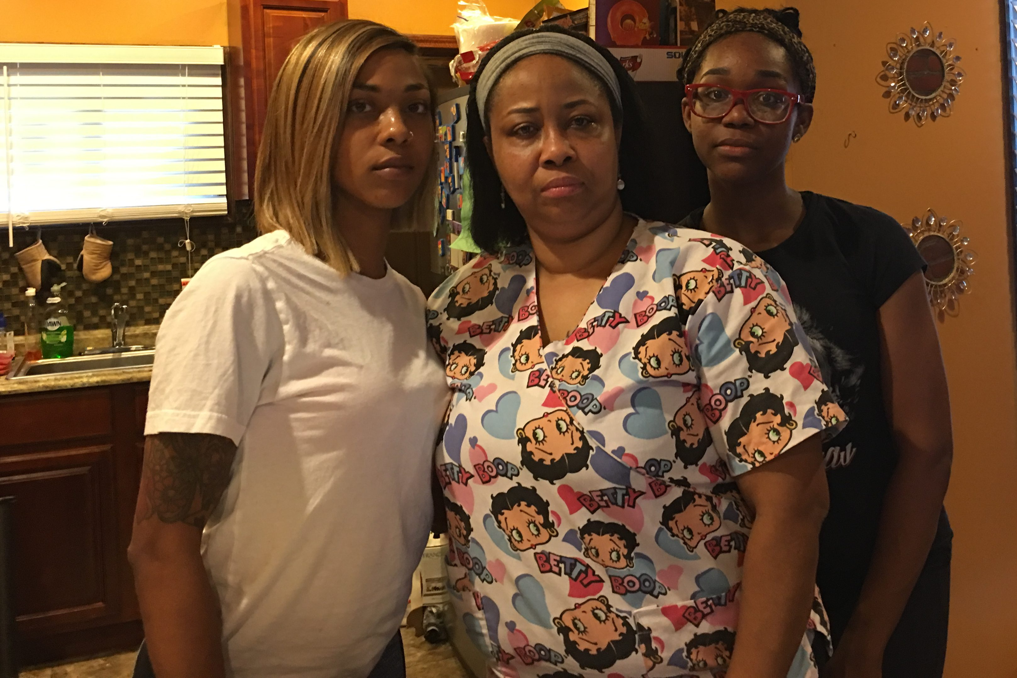 Tamika Watson (center), at home with her daughters Tia Finks (left) and Asia Seldon, is outraged that the District Attorney´s Office has not charged the man who confessed to killing her daughter.