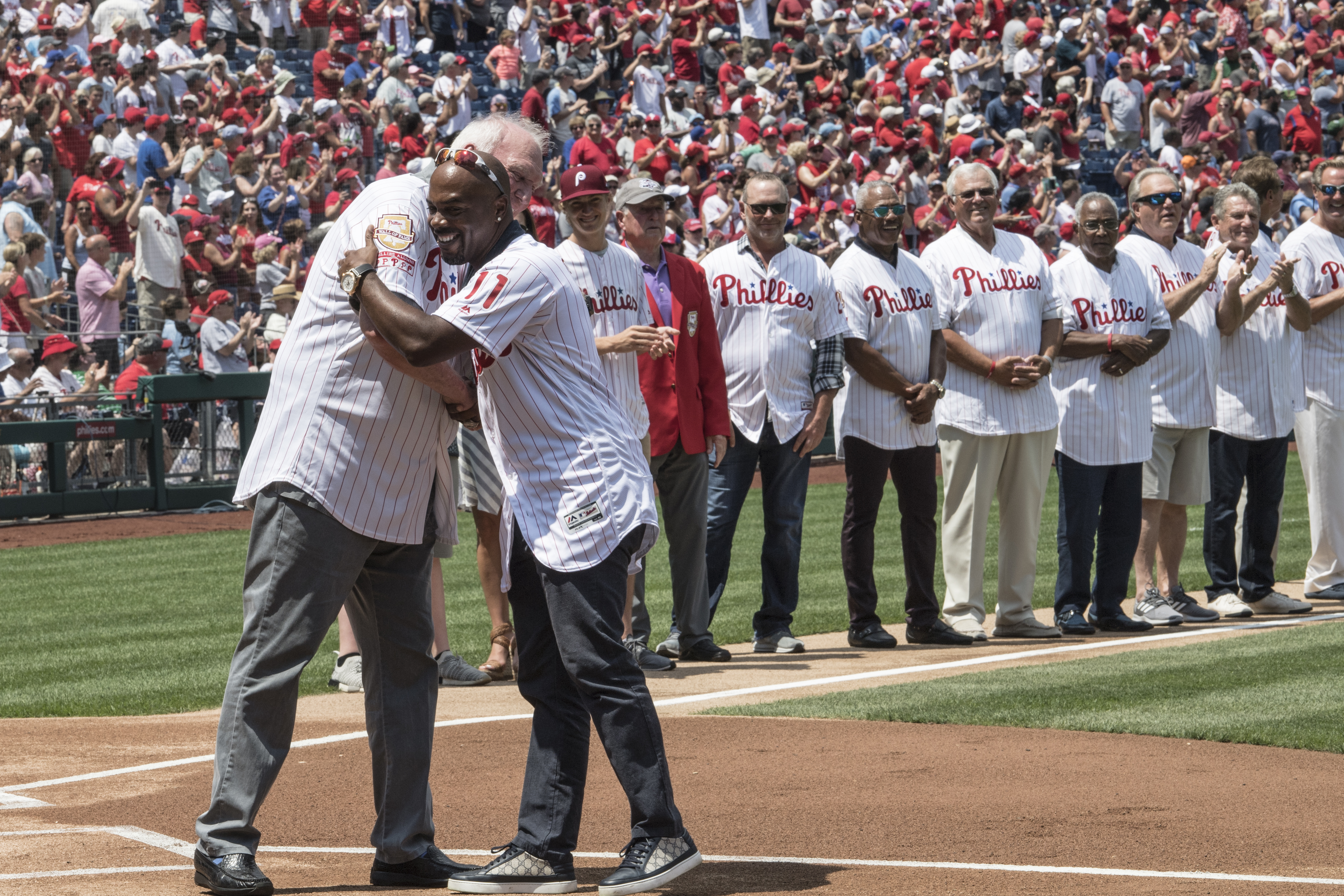 Charlie Manuel (left) embraces Jimmy Rollins as the 2008 Phillies are introduced prior to Sunday´s game. The team was celebrating the 10th anniversary of the World Series.
