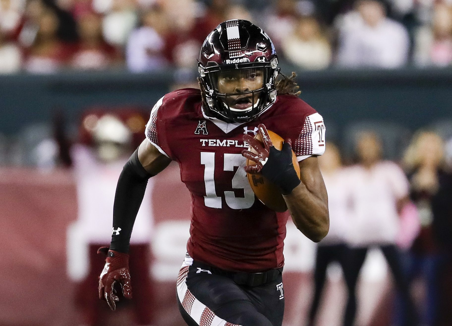 Temple wide receiver Isaiah Wright runs with the football against Navy on Thursday, November 2, 2017 in Philadelphia. YONG KIM / Staff Photographer