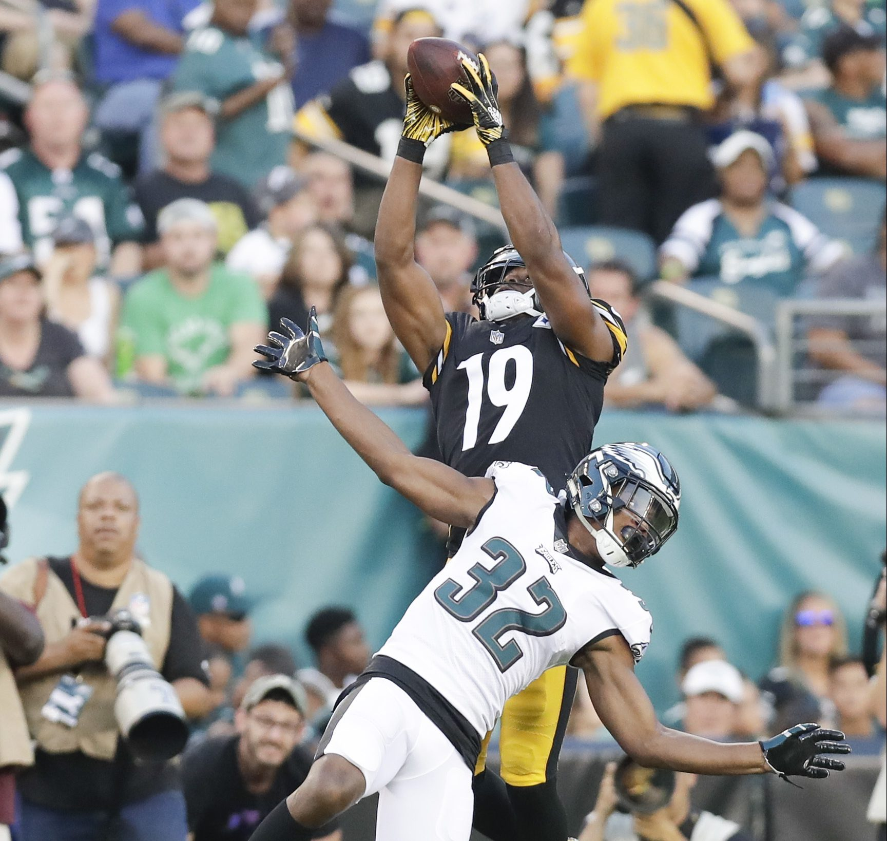 Pittsburgh Steelers wide receiver JuJu Smith-Schuster catches a first-quarter touchdown pass over Eagles cornerback Rasul Douglas in a preseason game on Thursday, August 9, 2018 in Philadelphia.
