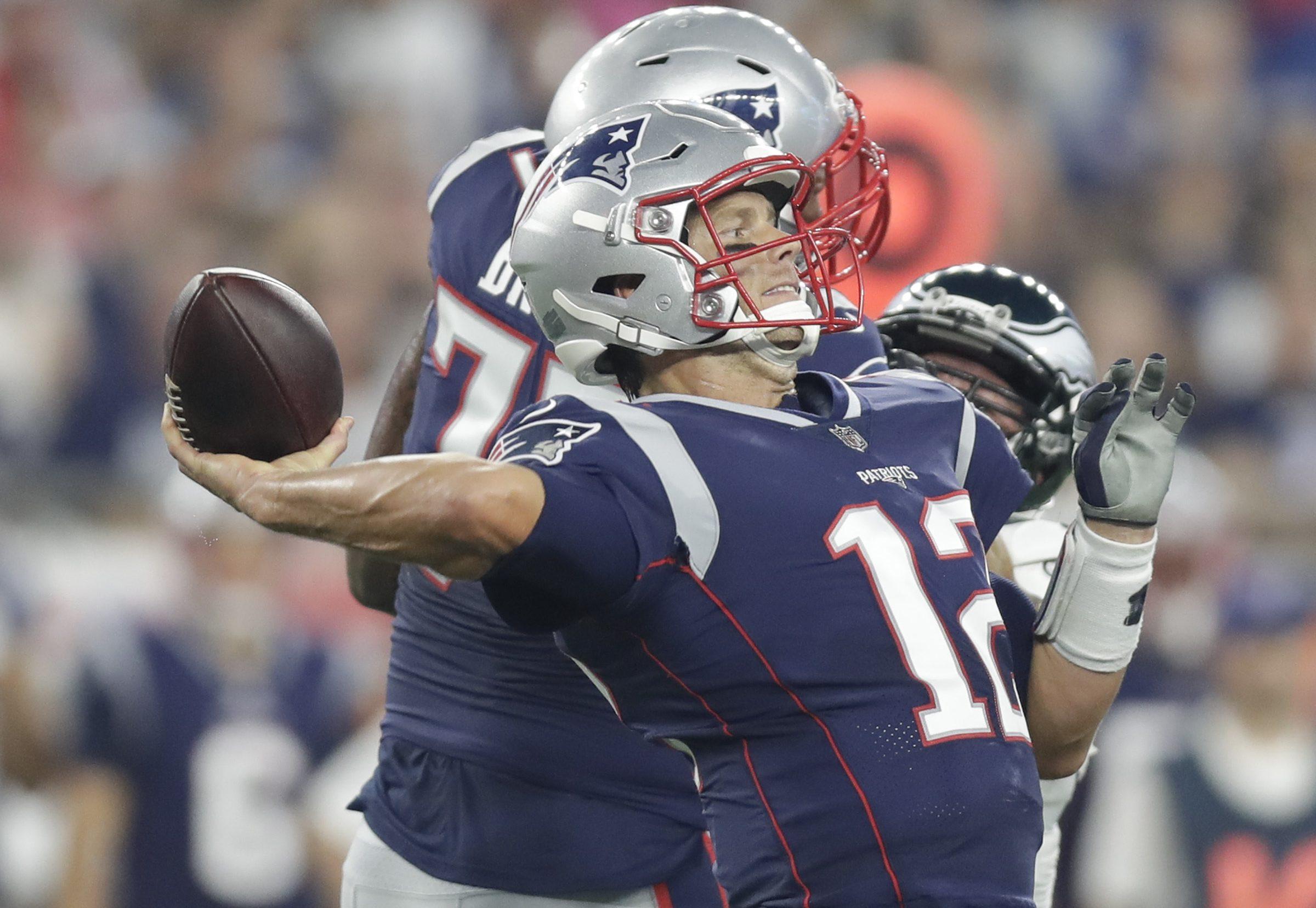 Tom Brady throws a first-quarter pass.